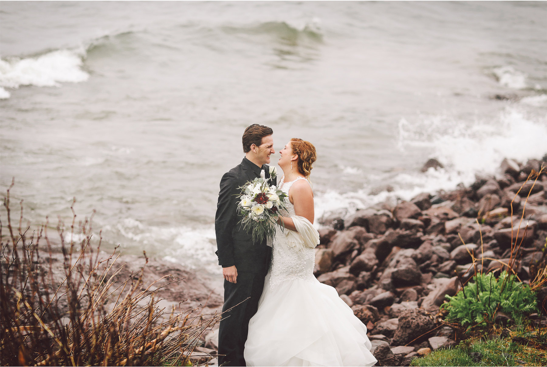 18-Minnesota-Wedding-by-Andrew-Vick-Photography-Grand-Superior-Lodge-Duluth-Two-Harbors-Lake-Superior-Rain-Bride-Groom-Veronica-and-Tyler.jpg