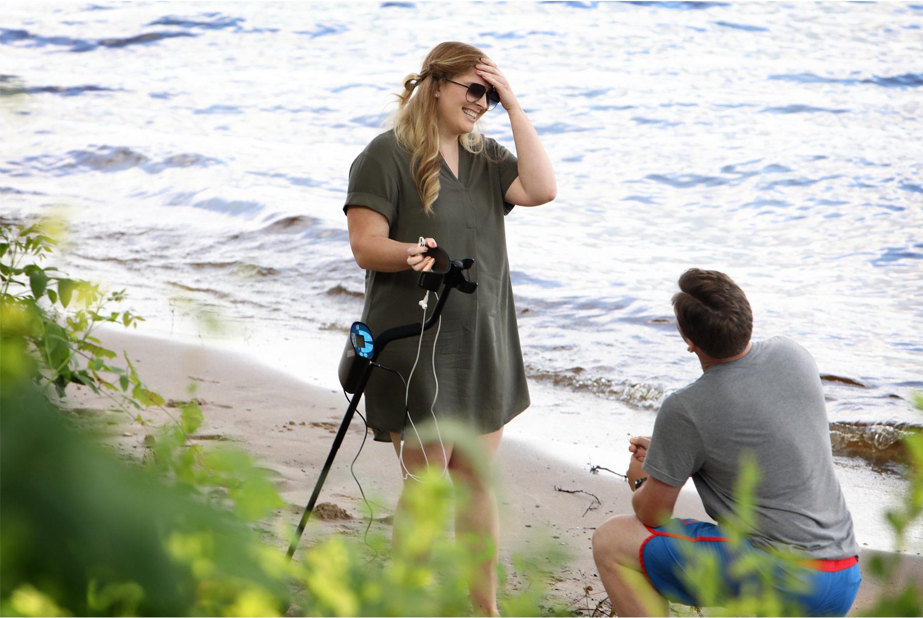 04-Vick-Photography-Proposal-Minnesota-Minneapolis-Beach-Metal-Detectors-Veronica-and-Tyler.jpg