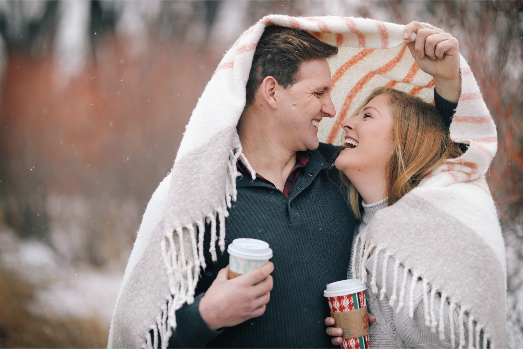 04-Vick-Photography-Engagement-Session-Winter-Outdoor-Couple-Blanket-Coffee-Veronica-and-Tyler.jpg