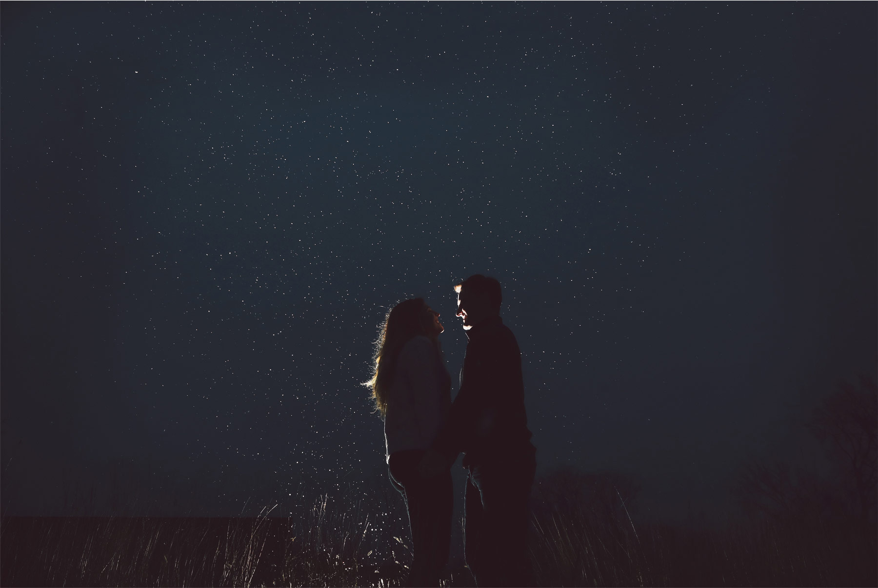 08-Vick-Photography-Engagement-Session-Winter-Outdoor-Night-Stars-Couple-Veronica-and-Tyler.jpg