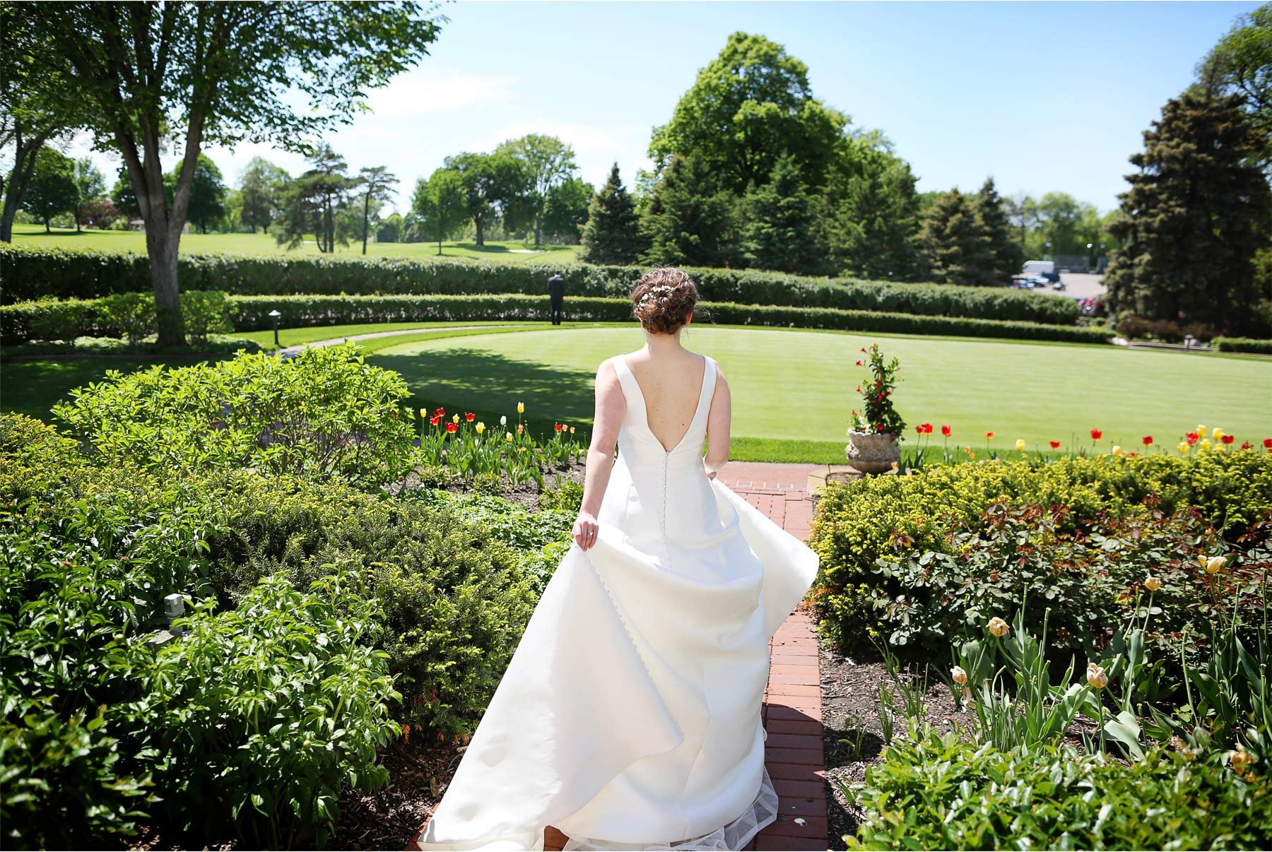 02-Minneapolis-Minnesota-Wedding-Andrew-Vick-Photography-Minikahda-Country-Club-First-Look-Bride-Golf-Course-Ashton-and-Kevin.jpg