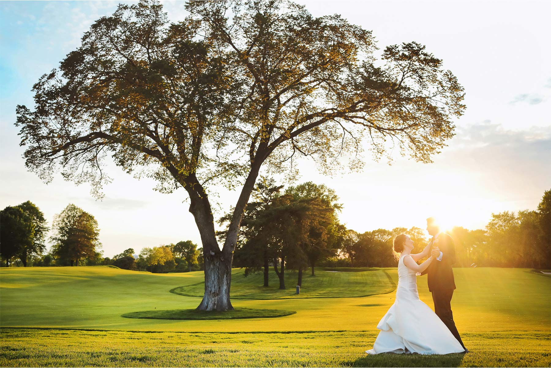 14-Minneapolis-Minnesota-Wedding-Andrew-Vick-Photography-Minikahda-Country-Club-Outdoor-Summer-Bride-Groom-Golf-Course-Golden-Hour-Ashton-and-Kevin.jpg