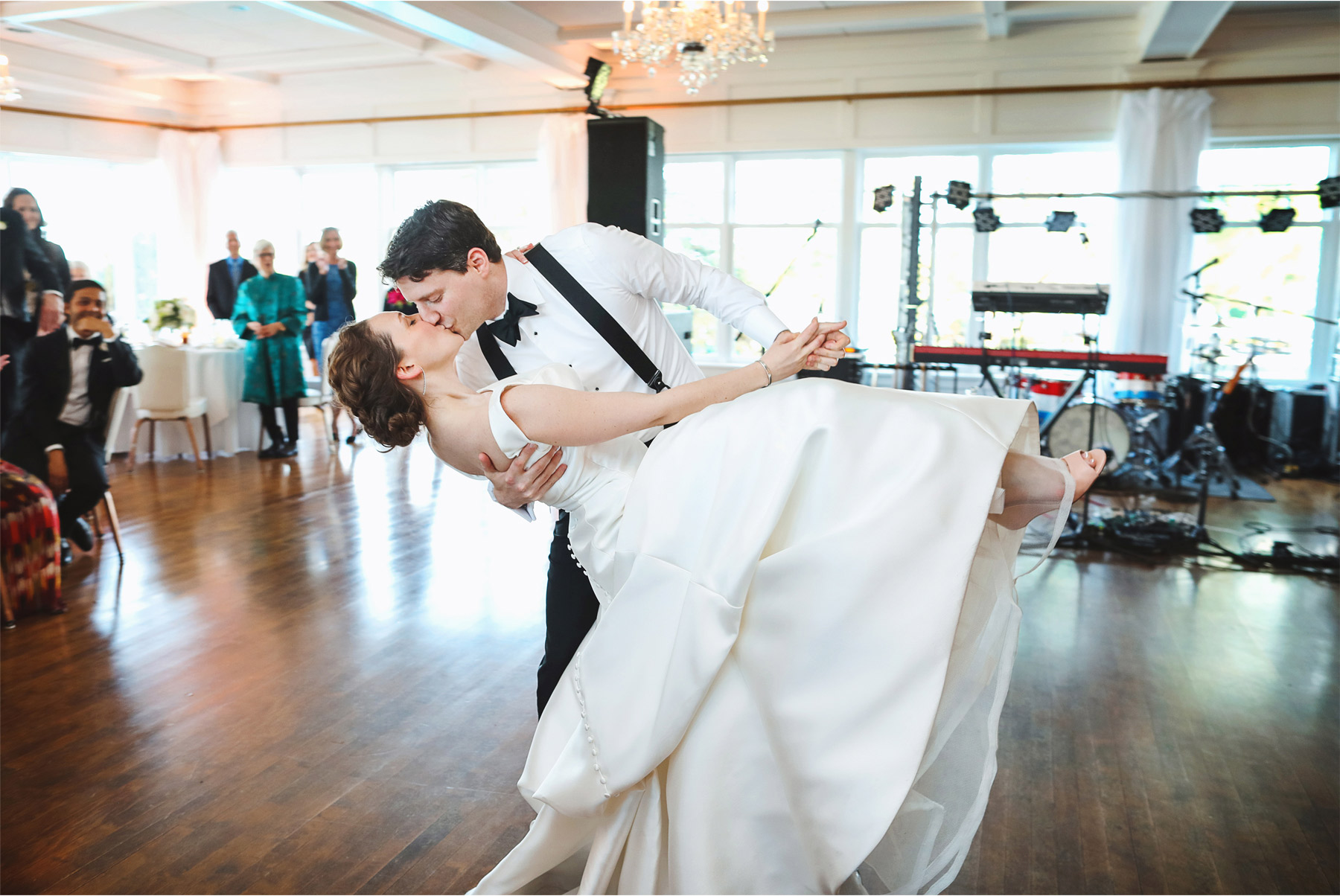 17-Minneapolis-Minnesota-Wedding-Andrew-Vick-Photography-Minikahda-Country-Club-First-Dance-Bride-Groom-Reception-Ashton-and-Kevin.jpg