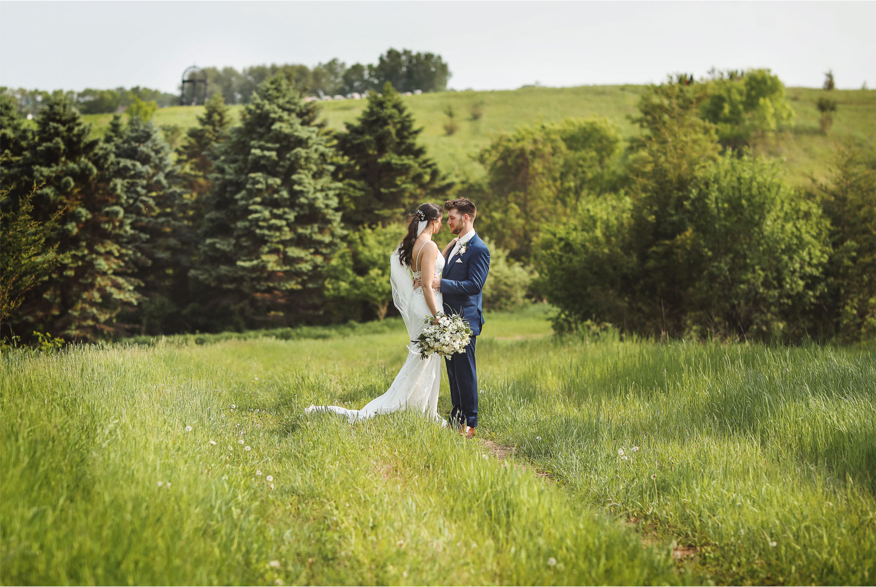 14-Minneapolis-Minnesota-Wedding-Andrew-Vick-Photography-Bavaria-Downs-Bride-Groom-Summer-Field-Paige-and-Blake.jpg