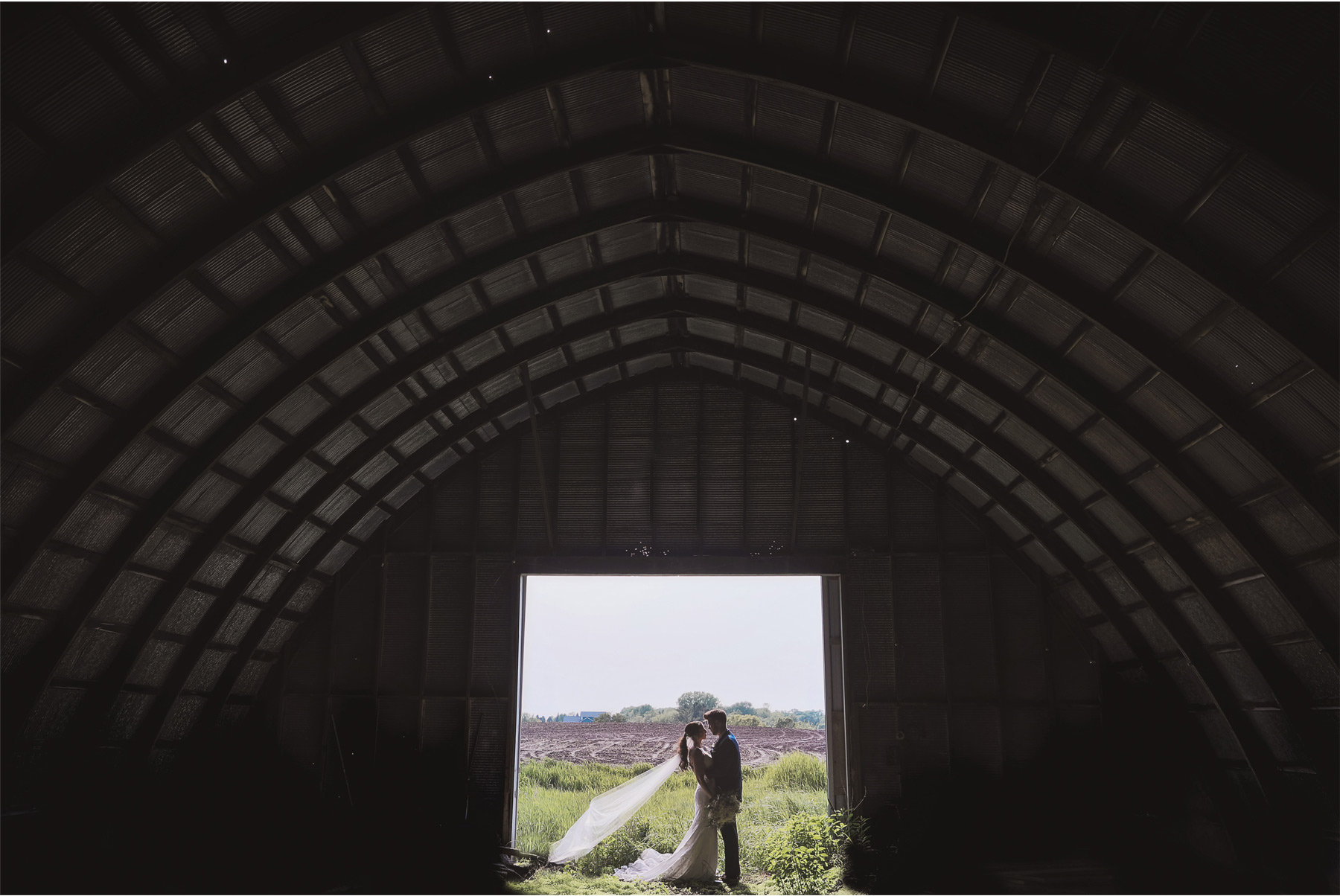 17-Minneapolis-Minnesota-Wedding-Andrew-Vick-Photography-Bavaria-Downs-Bride-Groom-Summer-Barn-Paige-and-Blake.jpg