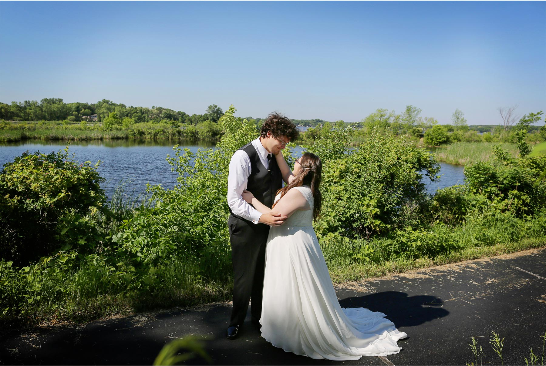 02-Minneapolis-Minnesota-Wedding-Andrew-Vick-Photography-Buck-Hill-Summer-Lake-First-Look-Ashley-and-Matt.jpg