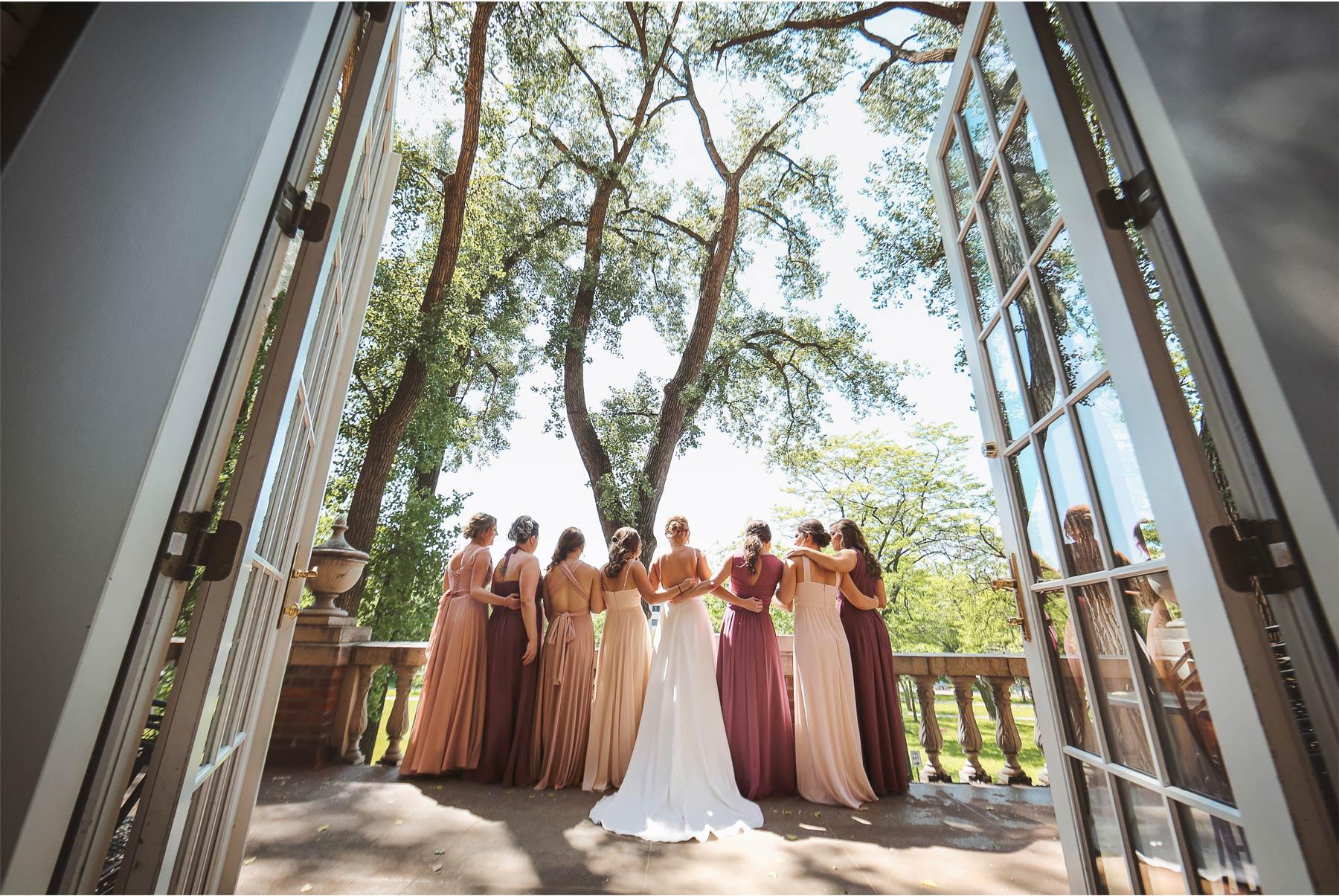 08-Minneapolis-Minnesota-Wedding-Andrew-Vick-Photography-Calhoun-Beach-Club-Bride-Bridesmaids-Pink-Wedding-Party-Samantha-and-Ryan.jpg