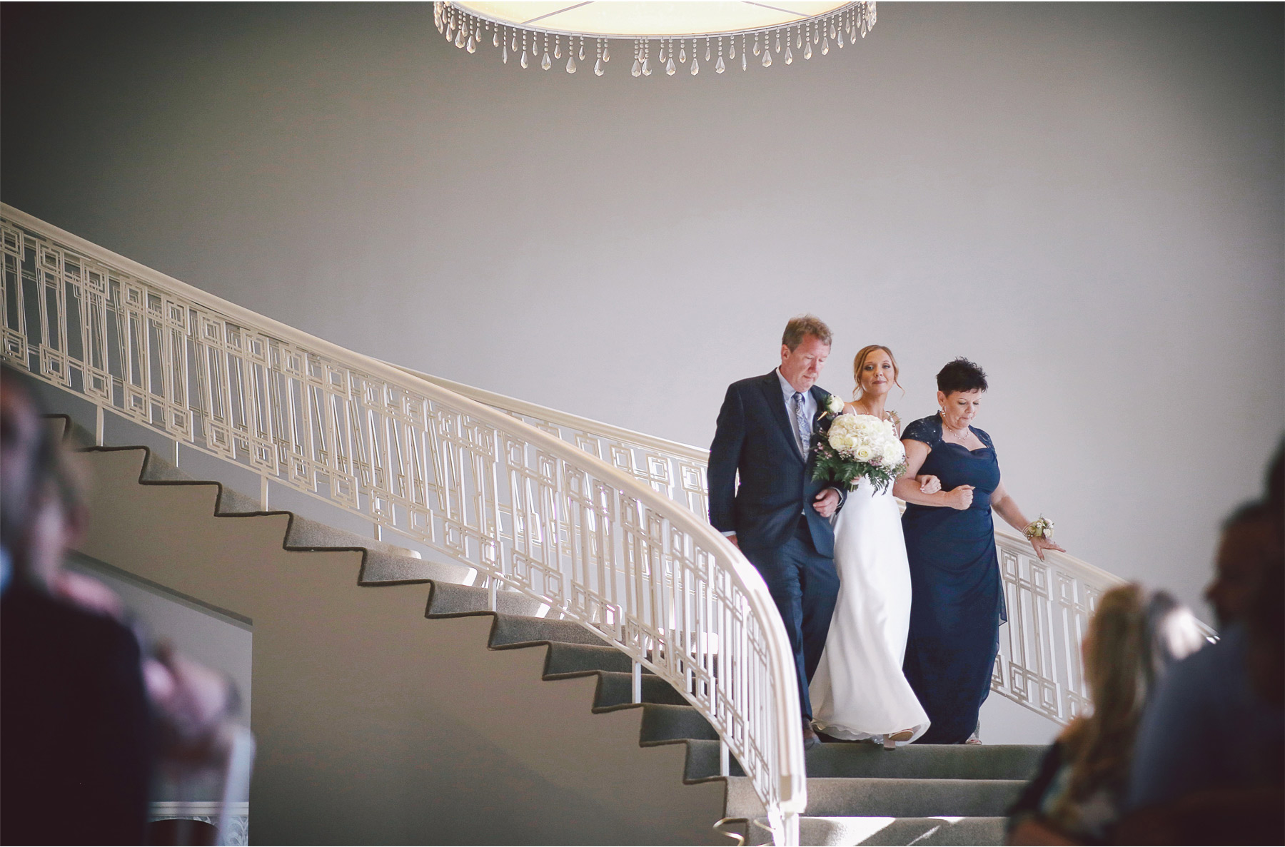 12-Minneapolis-Minnesota-Wedding-Andrew-Vick-Photography-Calhoun-Beach-Club-Ceremony-Staircase-Samantha-and-Ryan.jpg