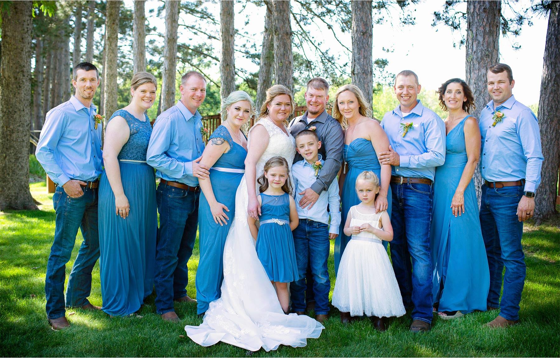 05-Vick-Photography-Wedding-Brainerd-Minnesota-Pine-Peaks-Lodge-Cabin-Rustic-Bridesmaids-Groomsmen-Kristi-and-Noel.jpg