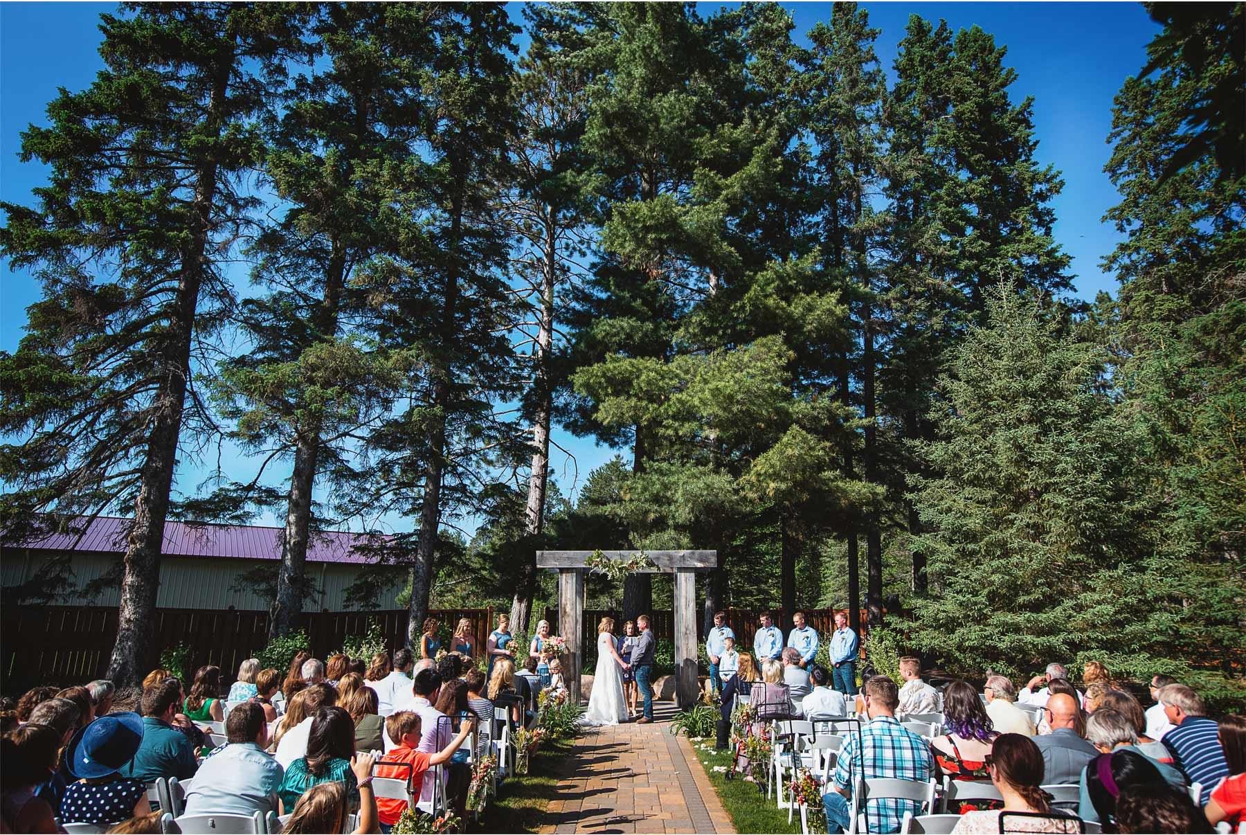 08-Vick-Photography-Wedding-Brainerd-Minnesota-Pine-Peaks-Lodge-Cabin-Rustic-Outdoor-Ceremony-Kristi-and-Noel.jpg