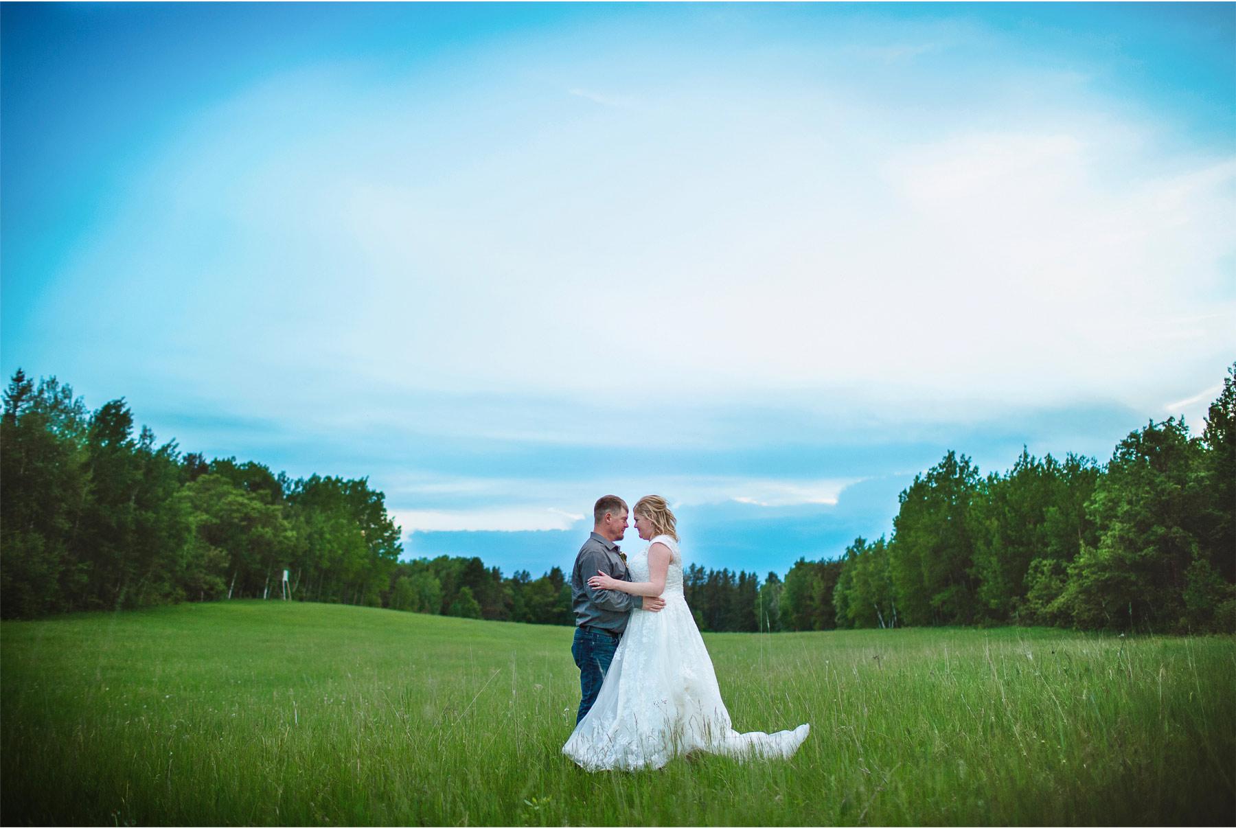 13-Vick-Photography-Wedding-Brainerd-Minnesota-Pine-Peaks-Lodge-Cabin-Rustic-Night-Bride-Groom-Kristi-and-Noel.jpg