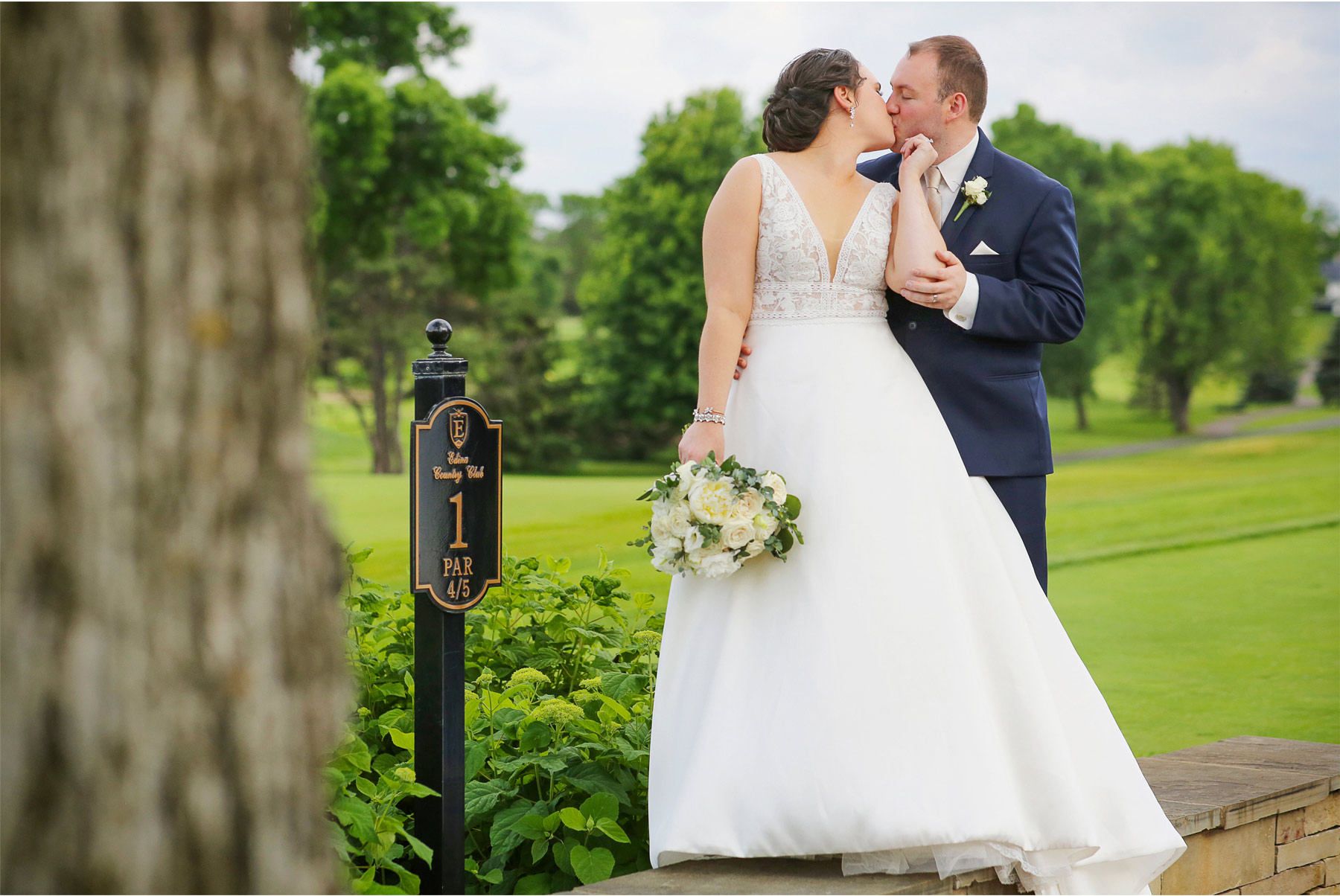 16-Vick-Photography-Wedding-Minneapolis-Minnesota-Edina-Country-Club-Reception-Bride-Groom-Erin-and-David.jpg