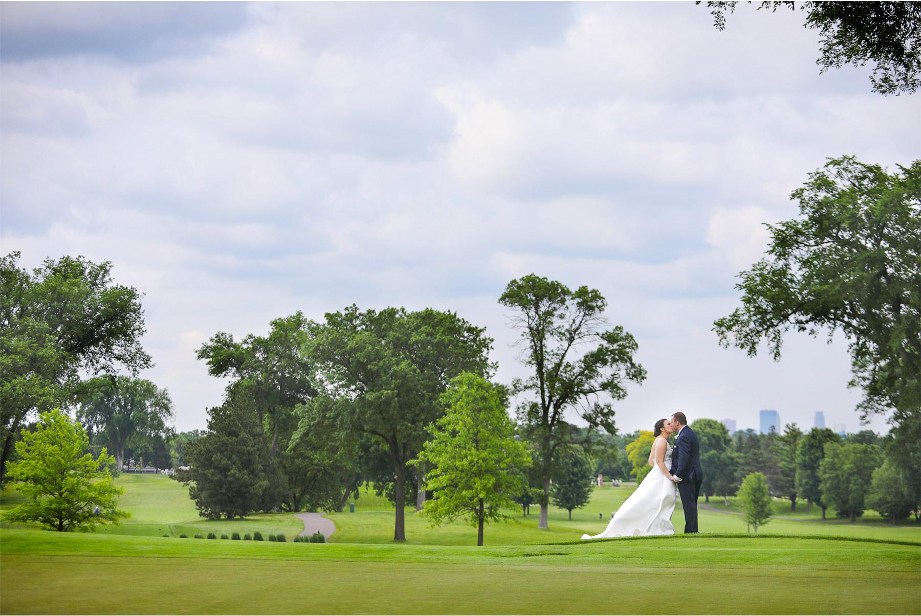 20-Vick-Photography-Wedding-Minneapolis-Minnesota-Edina-Country-Club-Reception-Bride-Groom-Erin-and-David.jpg