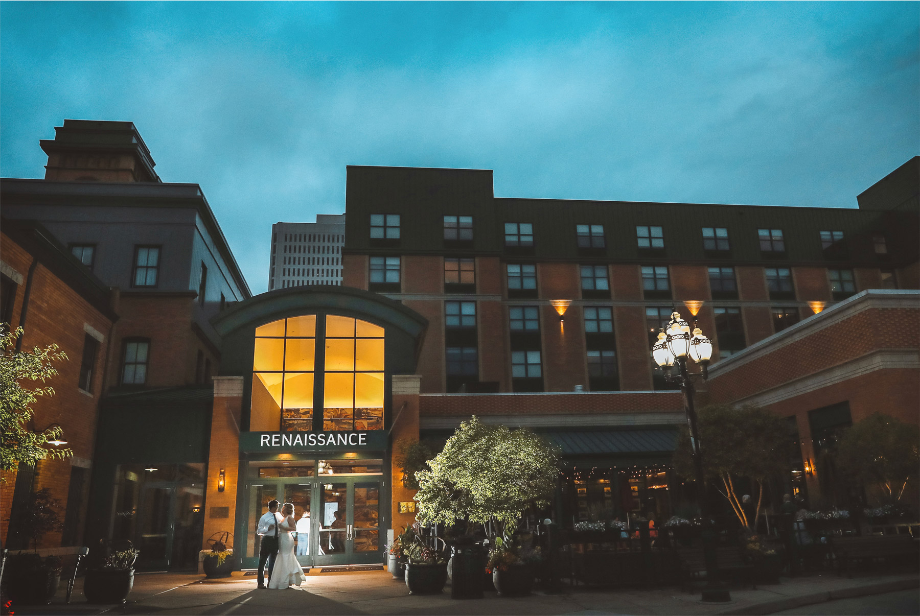 22-Minneapolis-Minnesota-Wedding-Vick-Photography-The-Depot-Reception-Night-Amelia-and-Alexander.jpg