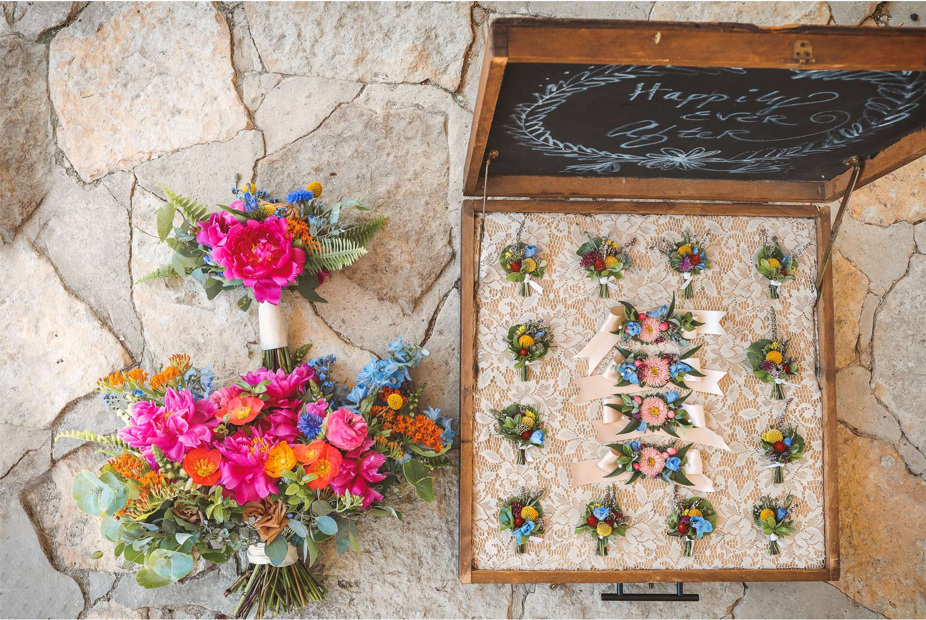 03-Vick-Photography-Rochester-Minnesota-Mayowood-Stone-Barn-Country-Wedding-Flowers-Lizz-and-Brady.jpg