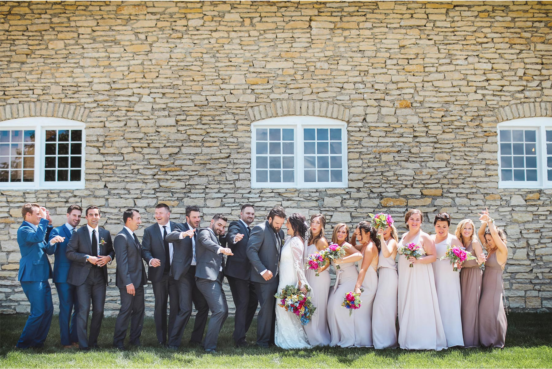 12-Vick-Photography-Rochester-Minnesota-Mayowood-Stone-Barn-Country-Wedding-Summer-Bride-Groom-Bridesmaid-Groomsmen-Lizz-and-Brady.jpg