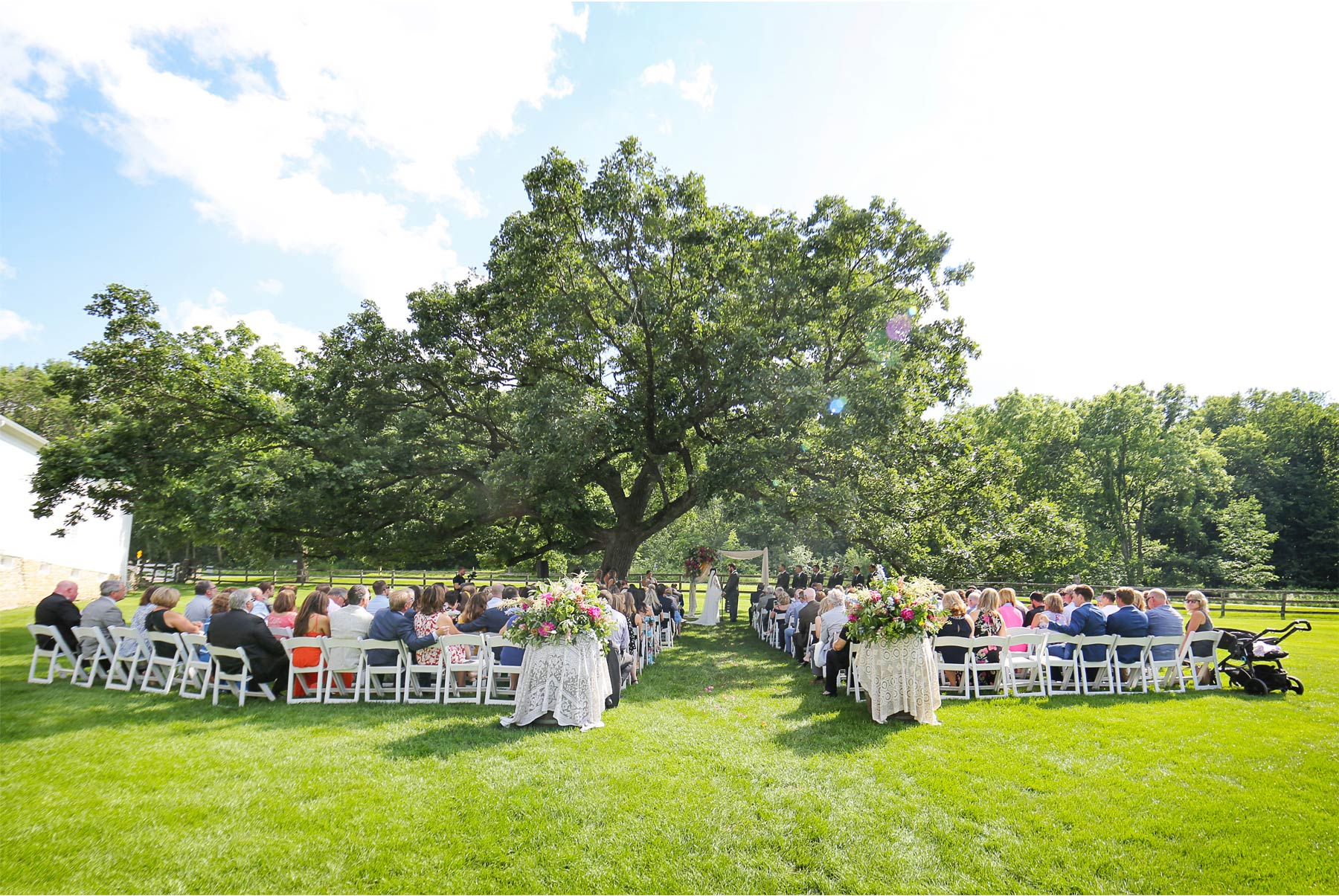 15-Vick-Photography-Rochester-Minnesota-Mayowood-Stone-Barn-Country-Wedding-Summer-Outdoor-Ceremony-Tree-Lizz-and-Brady.jpg