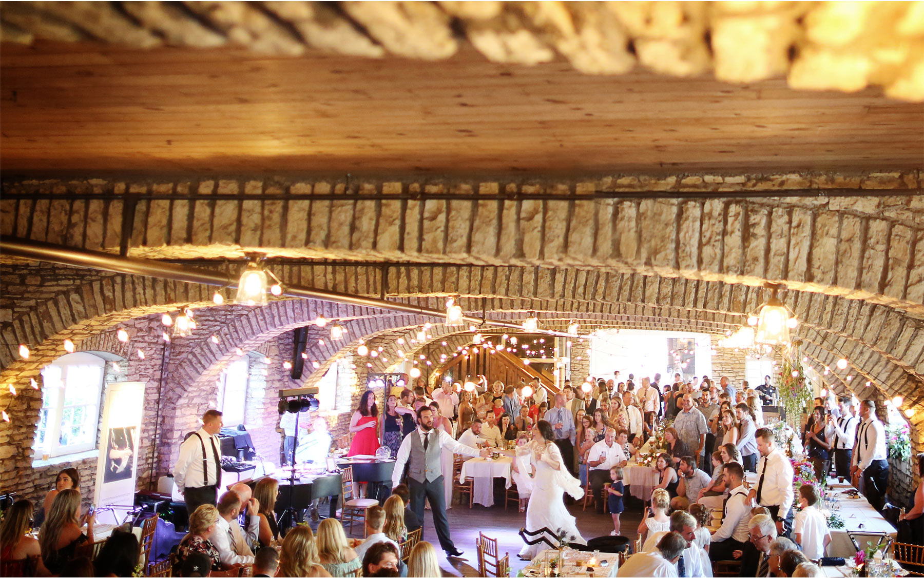 24-Vick-Photography-Rochester-Minnesota-Mayowood-Stone-Barn-Country-Wedding-Reception-Dance-Lizz-and-Brady.jpg