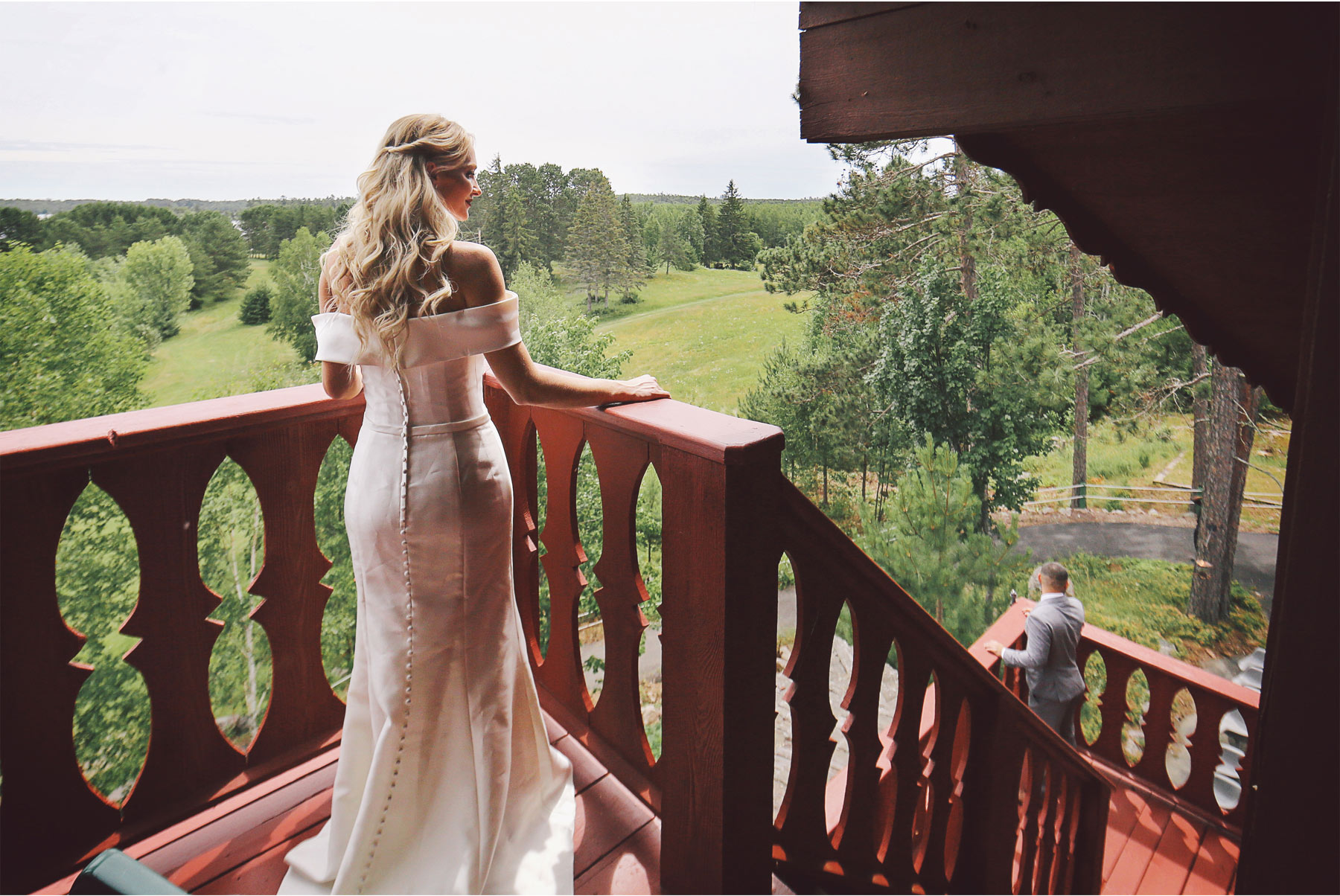 03-Ely-Minnesota-North-Wedding-by-Andrew-Vick-Photography-Bride-Groom-First-Look-Cabin-Katie-and-Joe.jpg