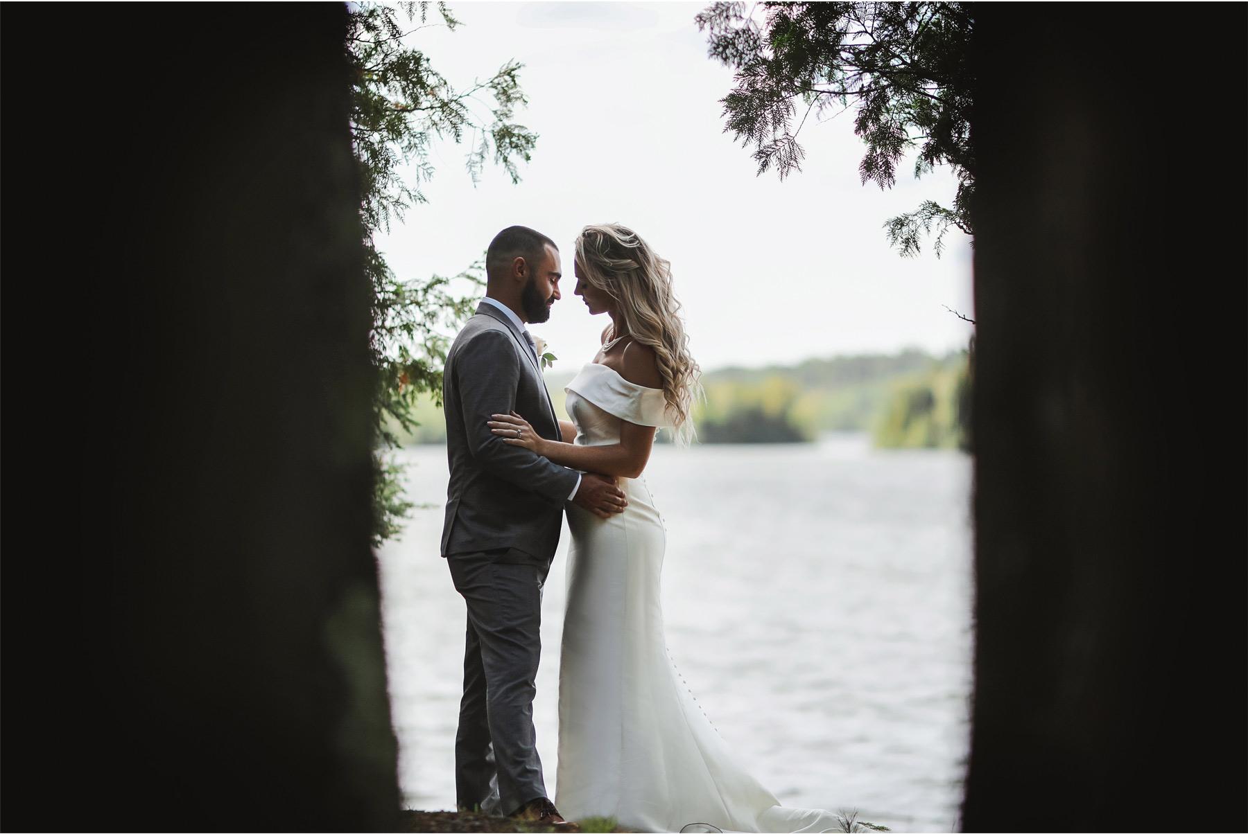 17-Ely-Minnesota-North-Wedding-by-Andrew-Vick-Photography-Lake-Beach-Bride-Groom-Katie-and-Joe.jpg