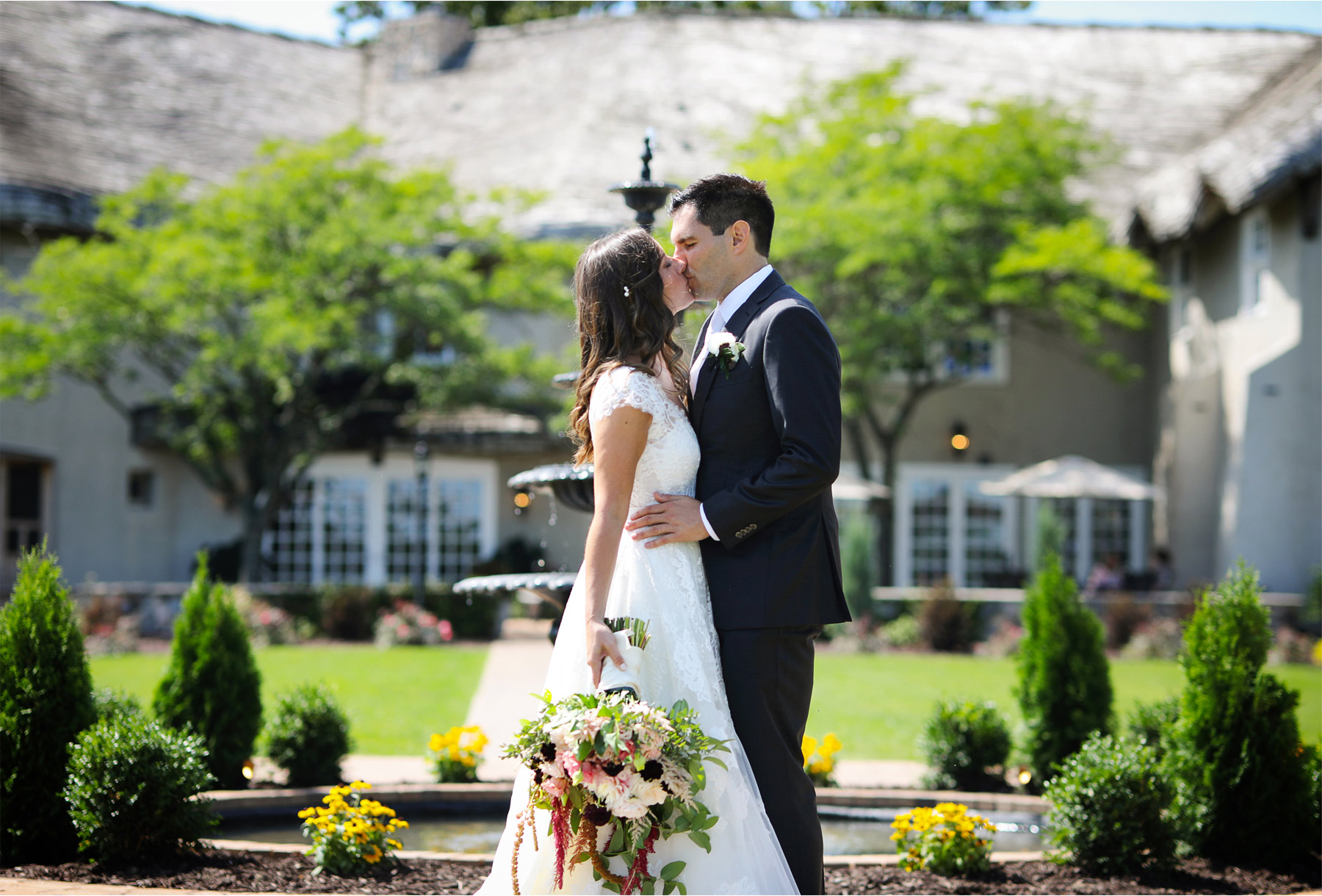 08-Weding-by-Vick-Photography-Minneapolis-Minnesota-Bavaria-Downs-Bride-Groom-Fountain-Kiss-Rebecca-and-Mark.jpg