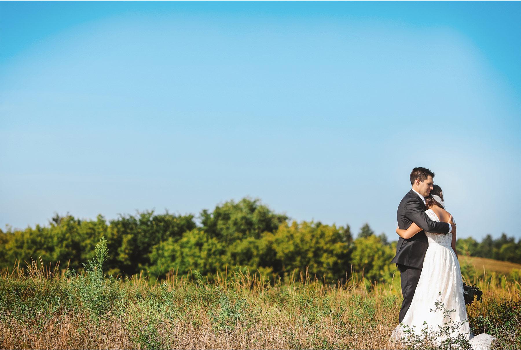 15-Weding-by-Vick-Photography-Minneapolis-Minnesota-Bavaria-Downs-Outdoor-Summer-Bride-Groom-Rebecca-and-Mark.jpg