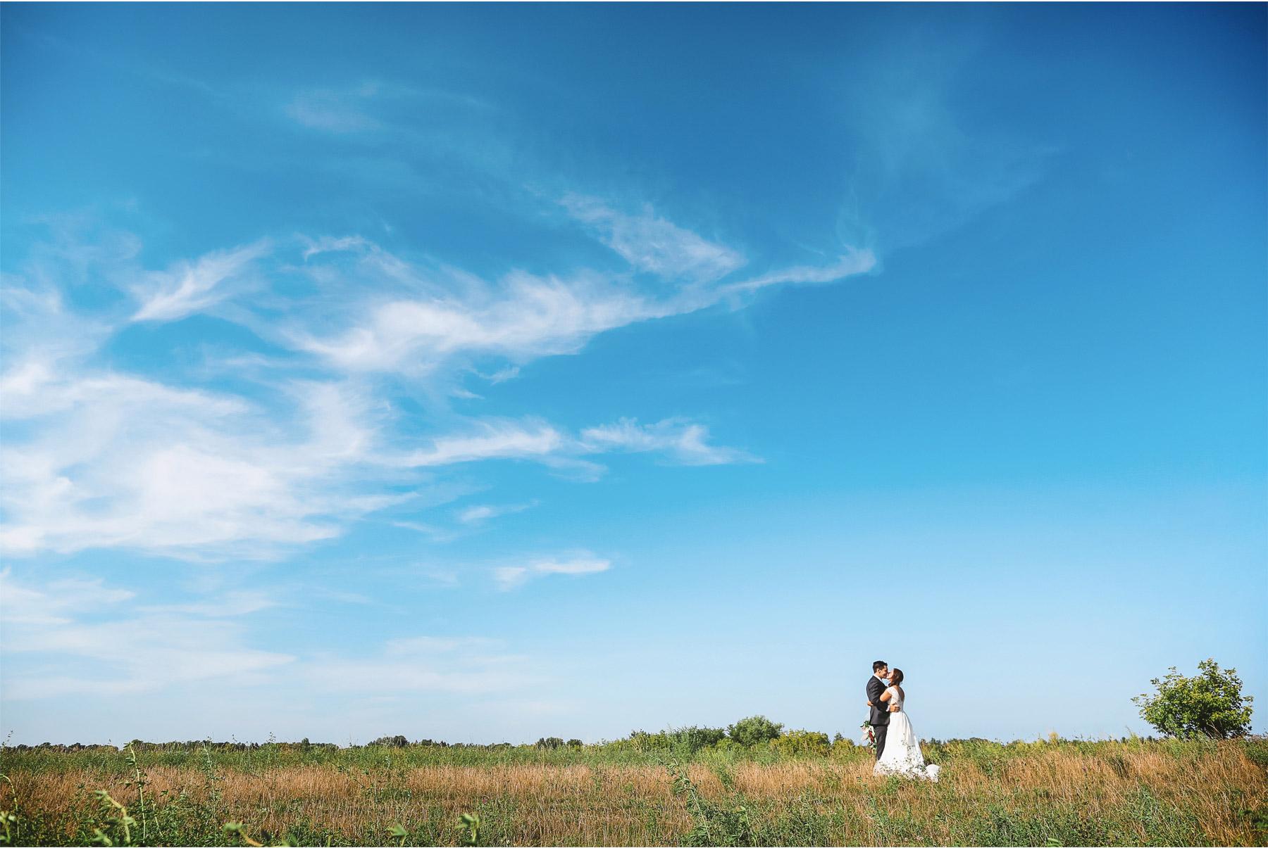 16-Weding-by-Vick-Photography-Minneapolis-Minnesota-Bavaria-Downs-Outdoor-Summer-Bride-Groom-Rebecca-and-Mark.jpg