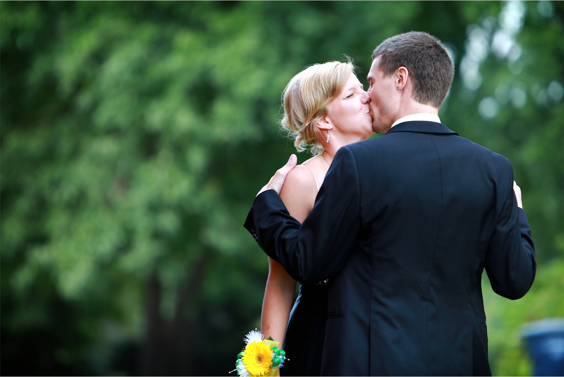 07-Vick-Photography-Proposal-Session-Engagement-Family-Farm-Family-Prom-Dress-Kiss-Kasie-and-Josh.jpg