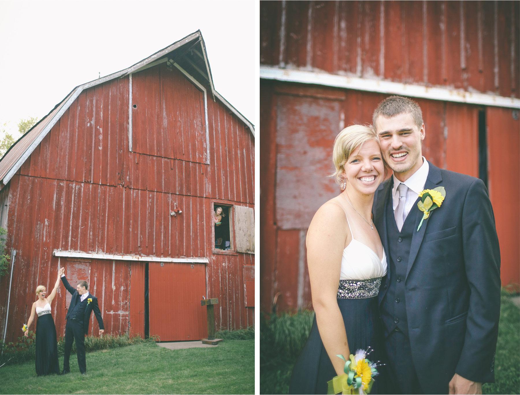 19-Vick-Photography-Proposal-Session-Engagement-Family-Farm-Barn-Barn-Kasie-and-Josh.jpg