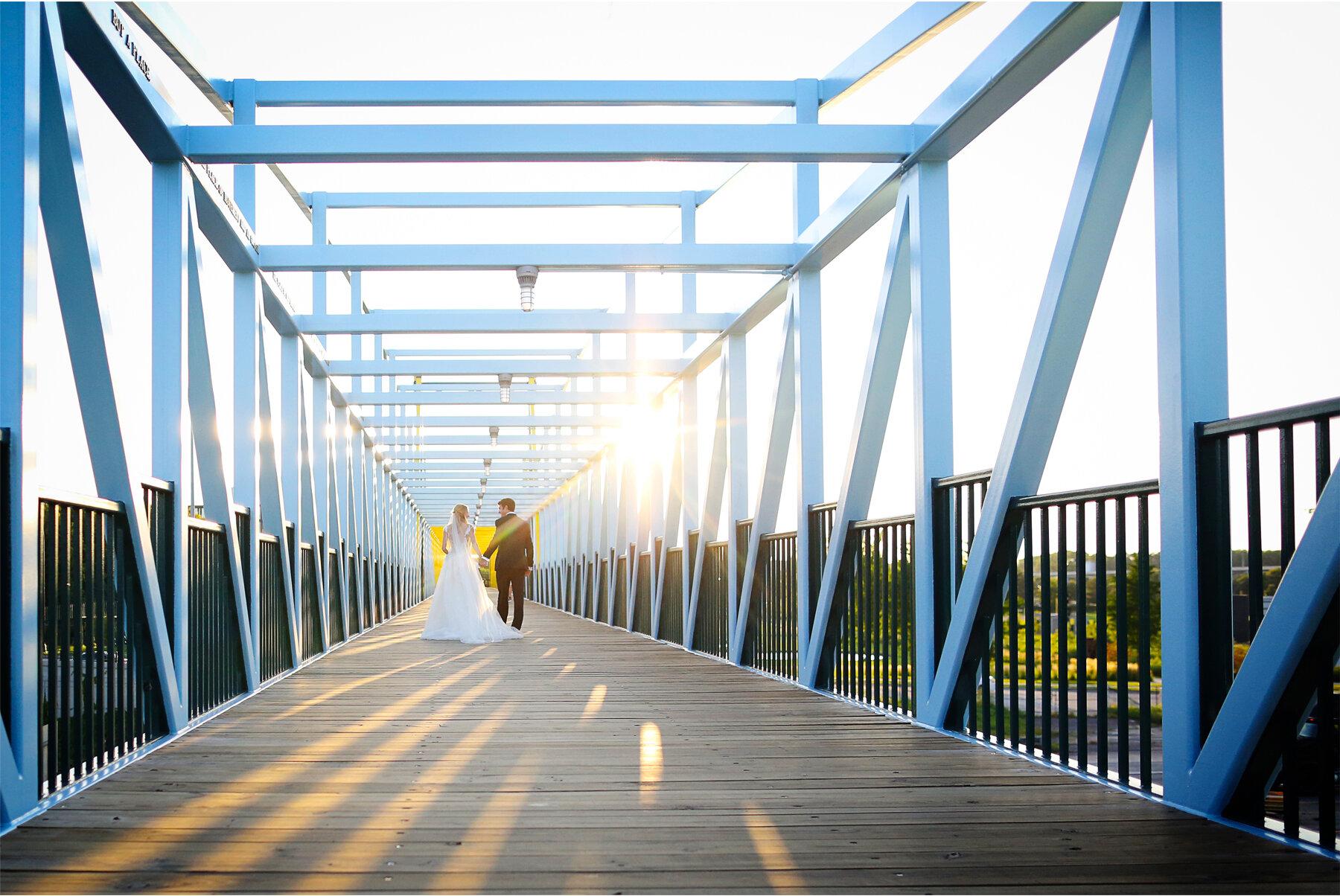 18 Wedding Vick Photography Minneapolis Minnesota Bride Groom Blue Bridge Sunset Michelle and William.jpg