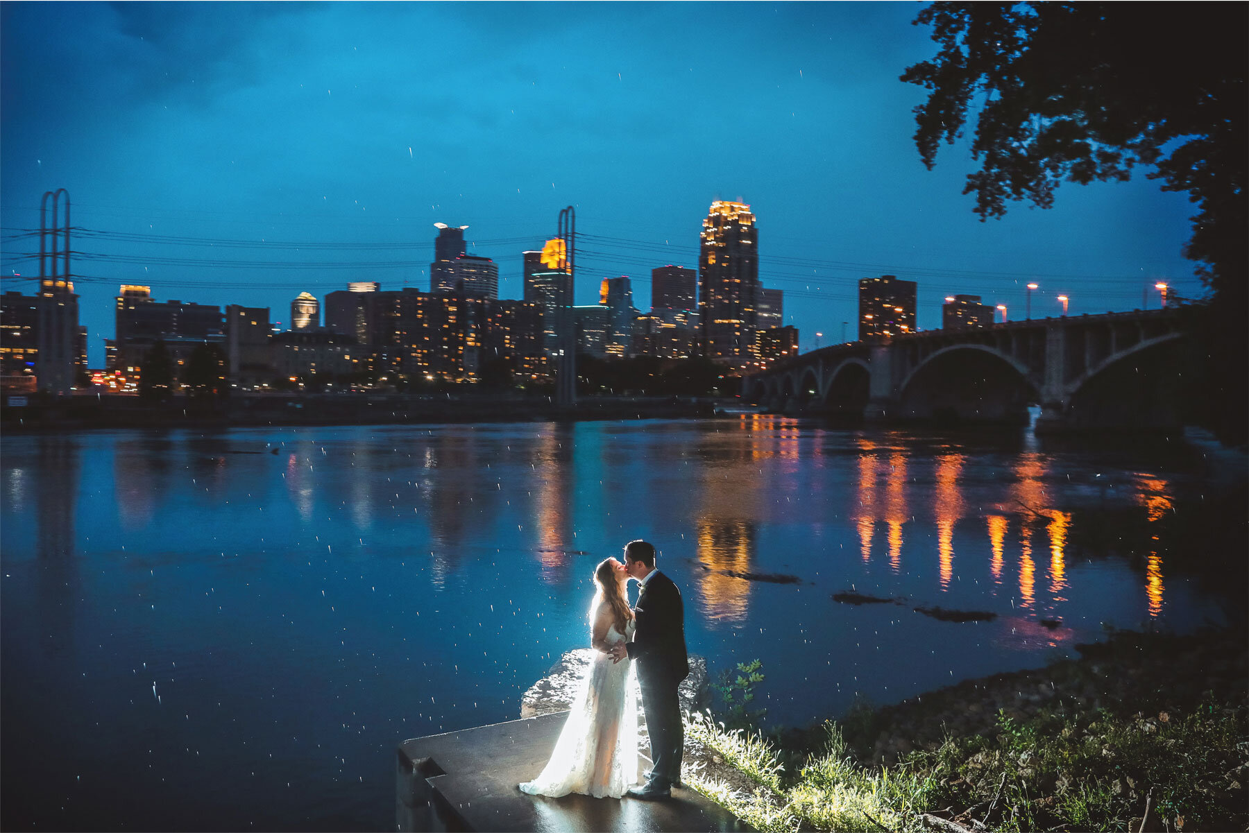21-Minnesota-Wedding-Vick-Photography-Minneapolis-Skyline-Outdoor-Night-Amy-and-Avi.jpg