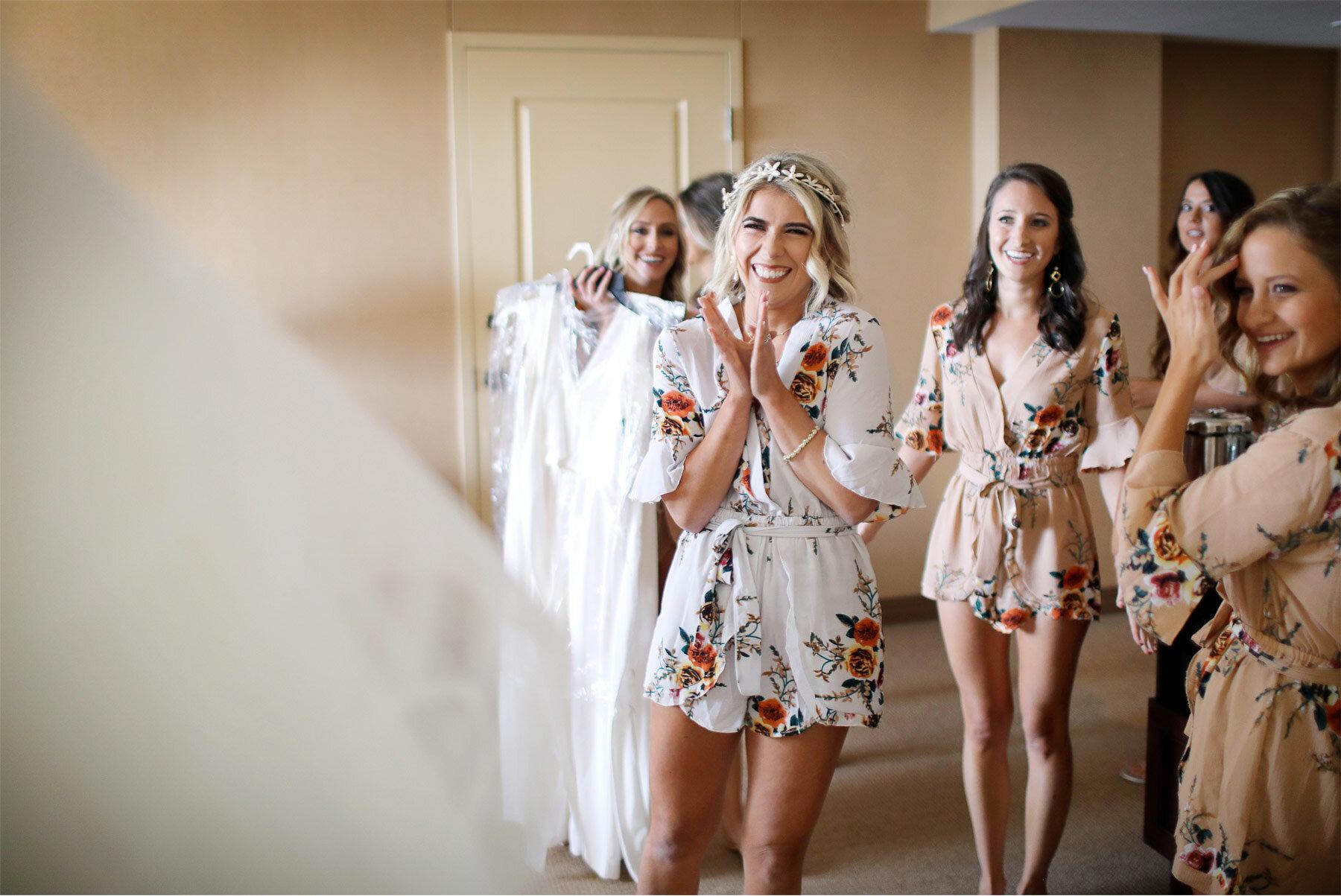 01-Vick-Photography-Wedding-Duluth-Minnesota-Glensheen-Mansion-Bride-Robes-Catherine-and-John.jpg