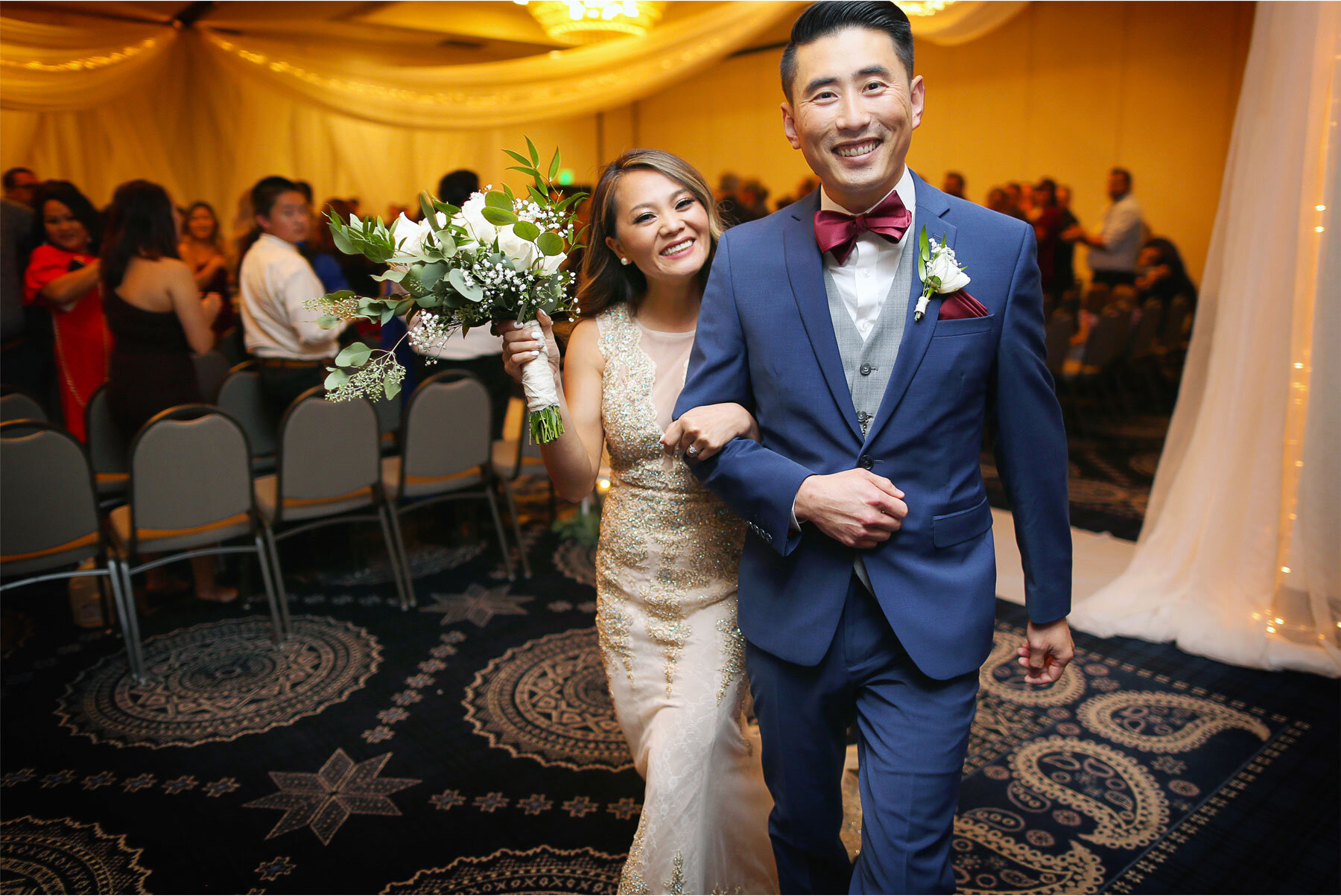 15-Vick-Photography-Minneapolis-Minnesota-The-Graduate-Hotel-Ceremony-Bride-Groom-Mai-&-Ross.jpg
