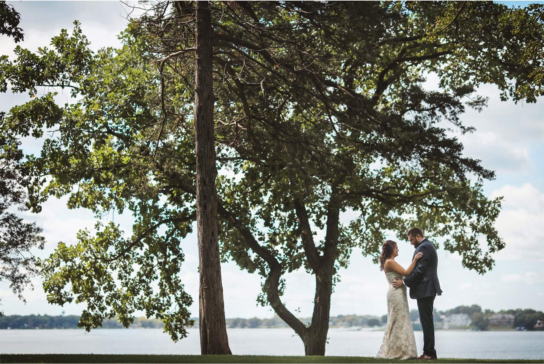 07-Vick-Photography-Wedding-Minnetonka-Minnesota-Family-Home-Bride-Groom-First-Look-Lake-Katie-and-David.jpg