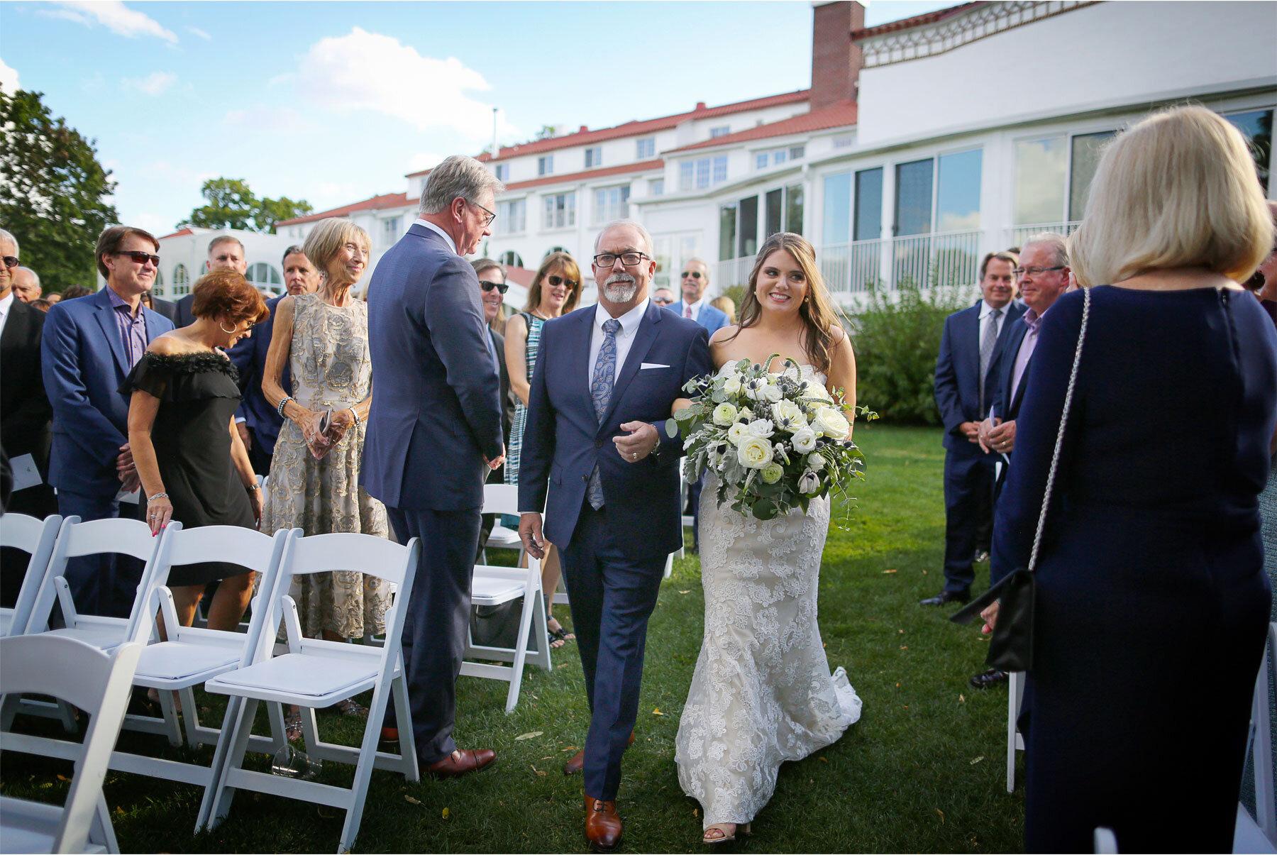 12-Vick-Photography-Wedding-Minnetonka-Minnesota-Lafayette-Club-Outdoor-Ceremony-Katie-and-David.jpg