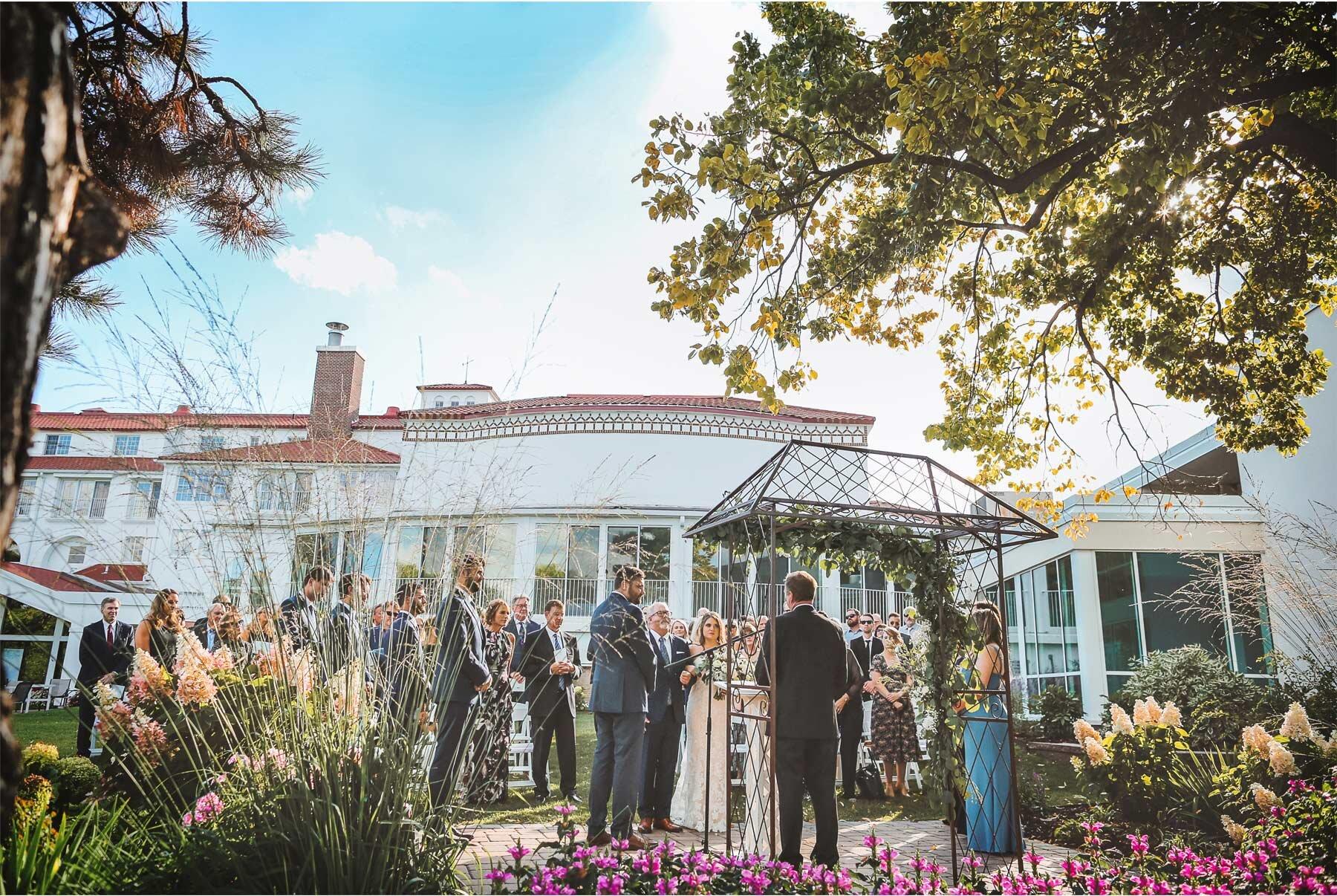 13-Vick-Photography-Wedding-Minnetonka-Minnesota-Lafayette-Club-Outdoor-Ceremony-Katie-and-David.jpg