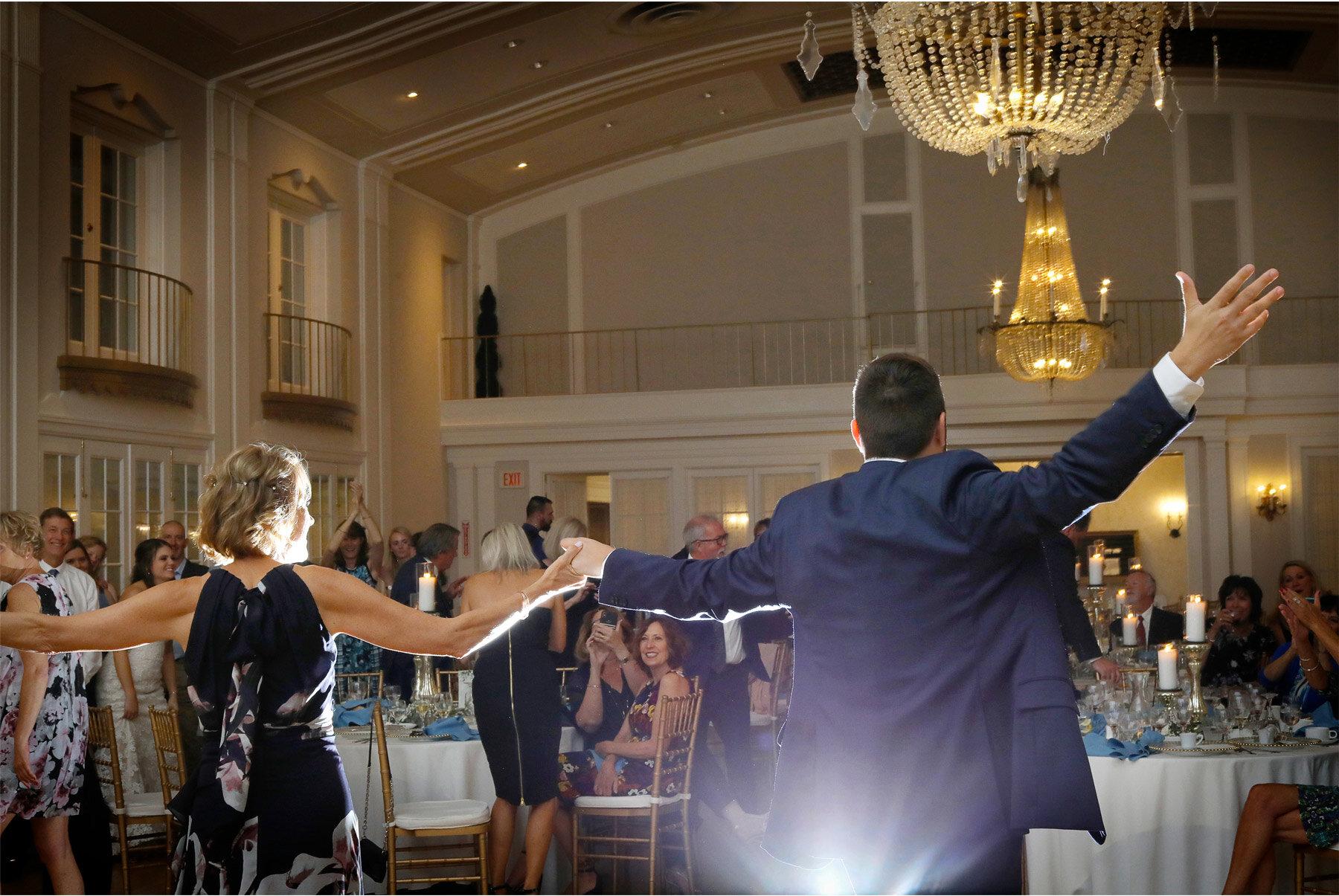 21-Vick-Photography-Wedding-Minnetonka-Minnesota-Lafayette-Club-Reception-First-Dance-Mother-Katie-and-David.jpg.jpg
