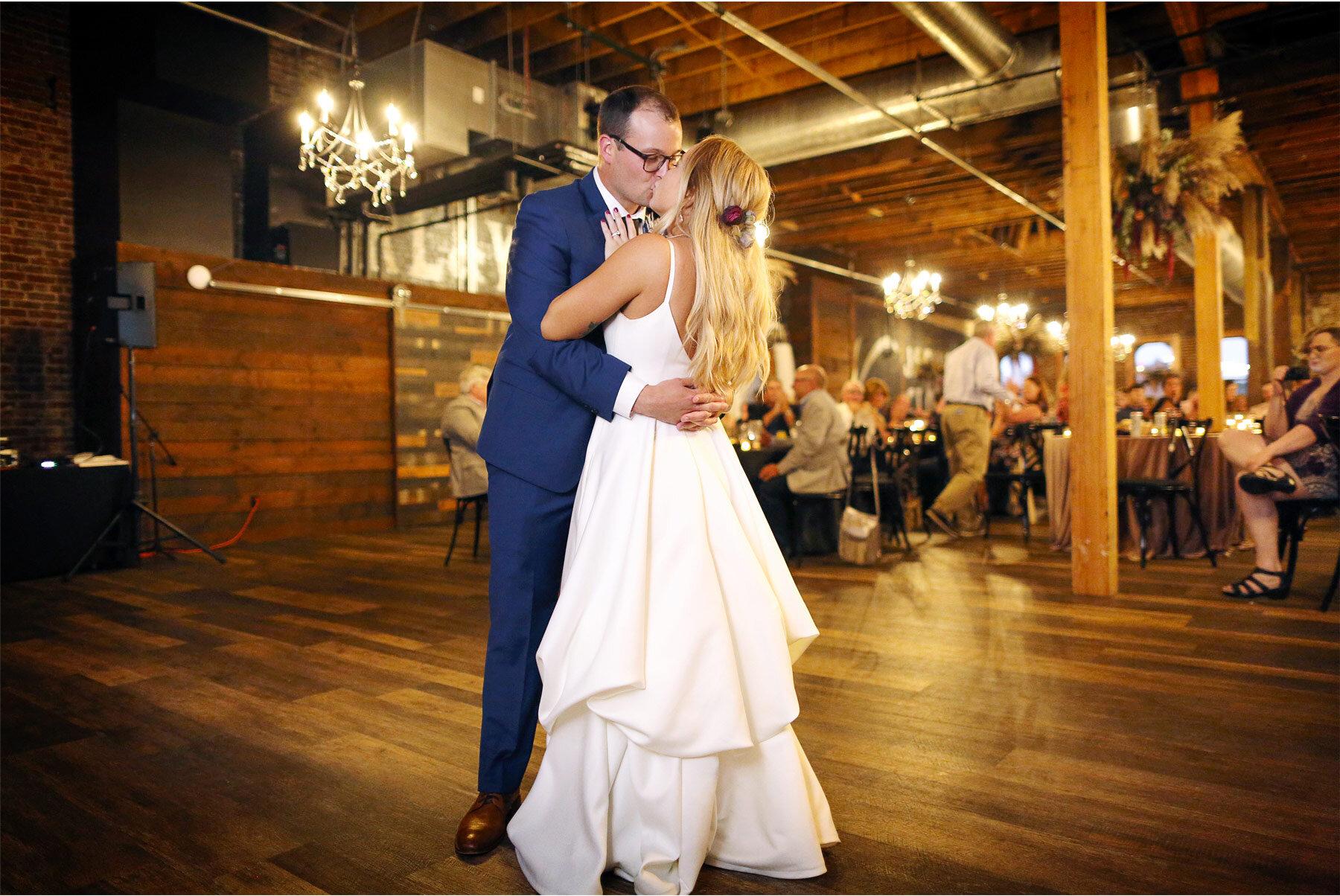 17-Vick-Photography-Wedding-Minneapolis-Minnesota-Earl-and-Wilson-Bride-Groom-Reception-Dance-Danielle-and-Tom.jpg