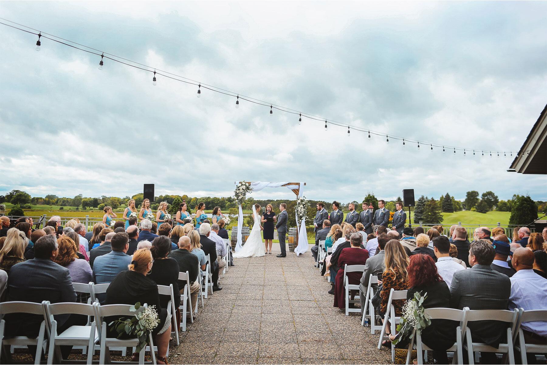10-Vick-Photography-Minneapolis-Minnesota-Wedding-Rush-Creek-Golf-Club-Ceremony-Outdoor-Bride-Groom-Amanda-and-Michael.jpg
