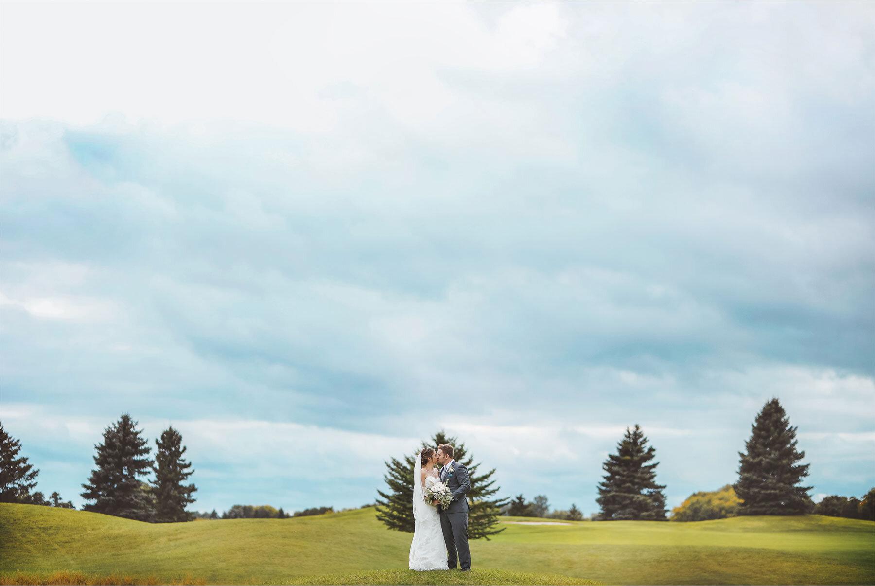 15-Vick-Photography-Minneapolis-Minnesota-Wedding-Rush-Creek-Golf-Club-Groom-Amanda-and-Michael.jpg