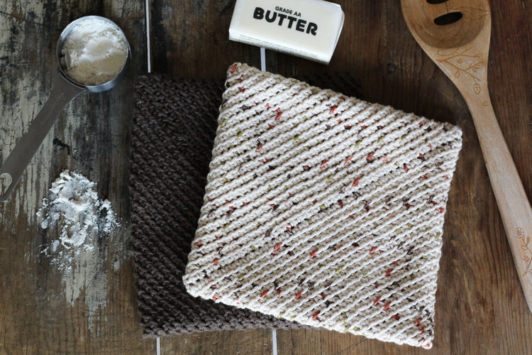 Rustic Pot Holders - A quick crochet project that can be made in under one hour. The perfect give for any housewarming party!