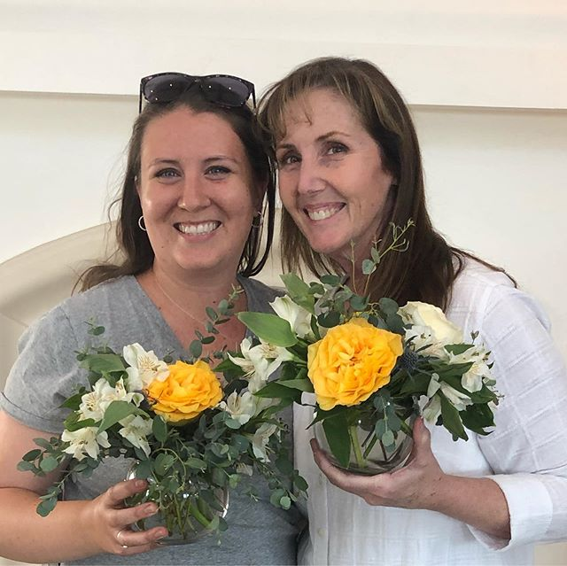 Thank you so much for the opportunity to teach a floral design class to the residents @thevillasatstanfordranch 💕 Even better that I got to hang out with my mom @beckygivens  #sarahbellafloraldesign #flowerclass #fathersdayflowers