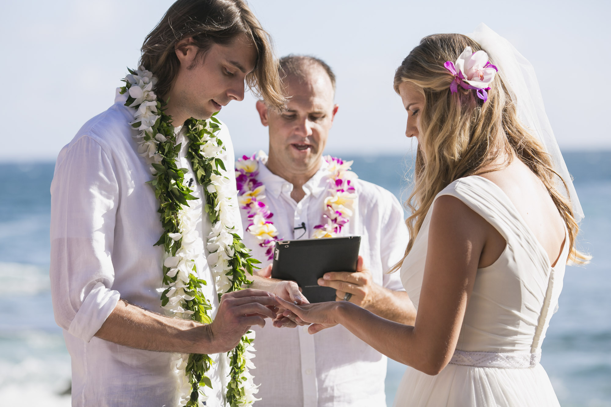 025_Laid_Back_Hawaiian_Beach_Wedding.jpg