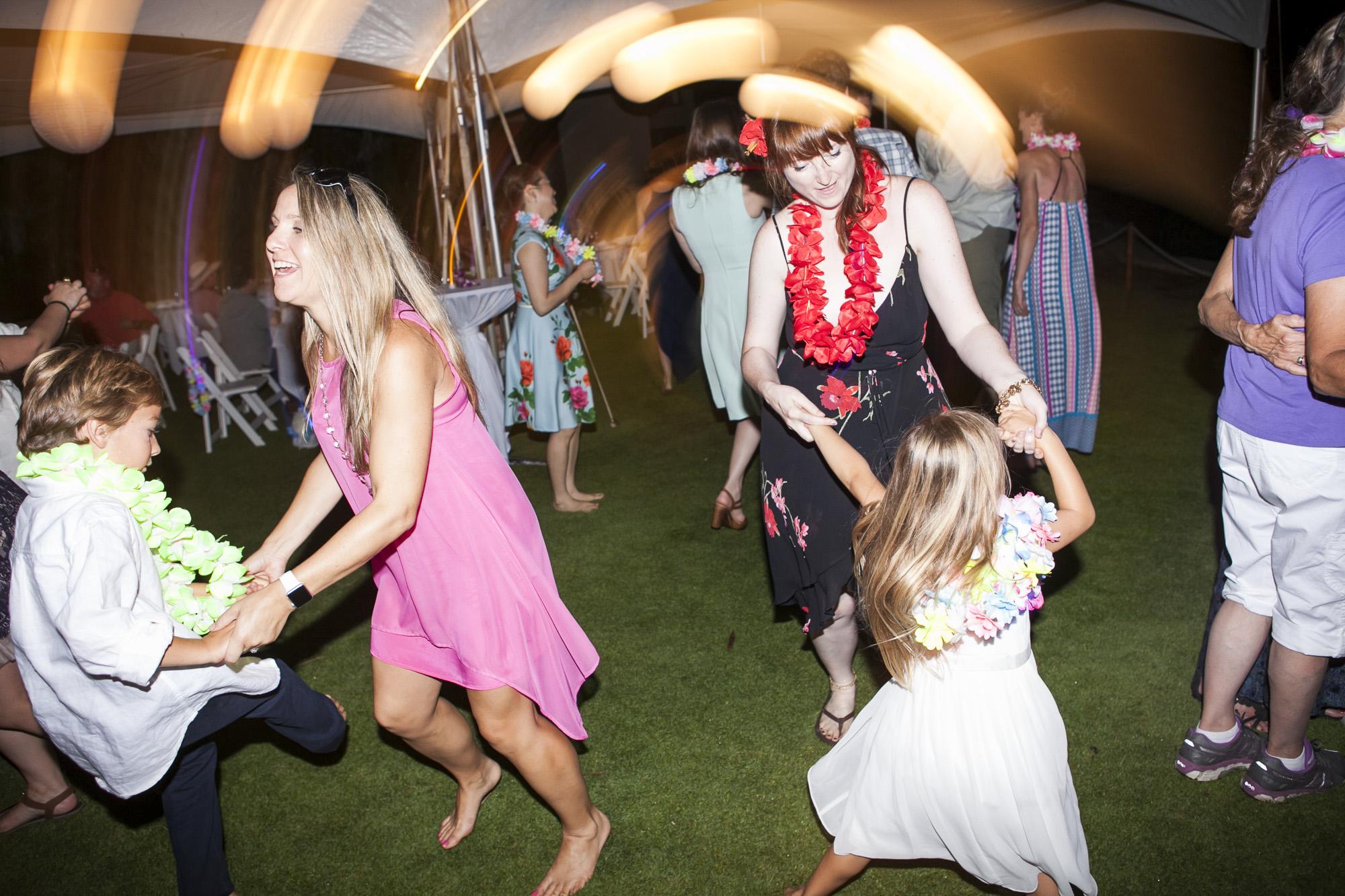 049_Laid_Back_Hawaiian_Beach_Wedding.jpg