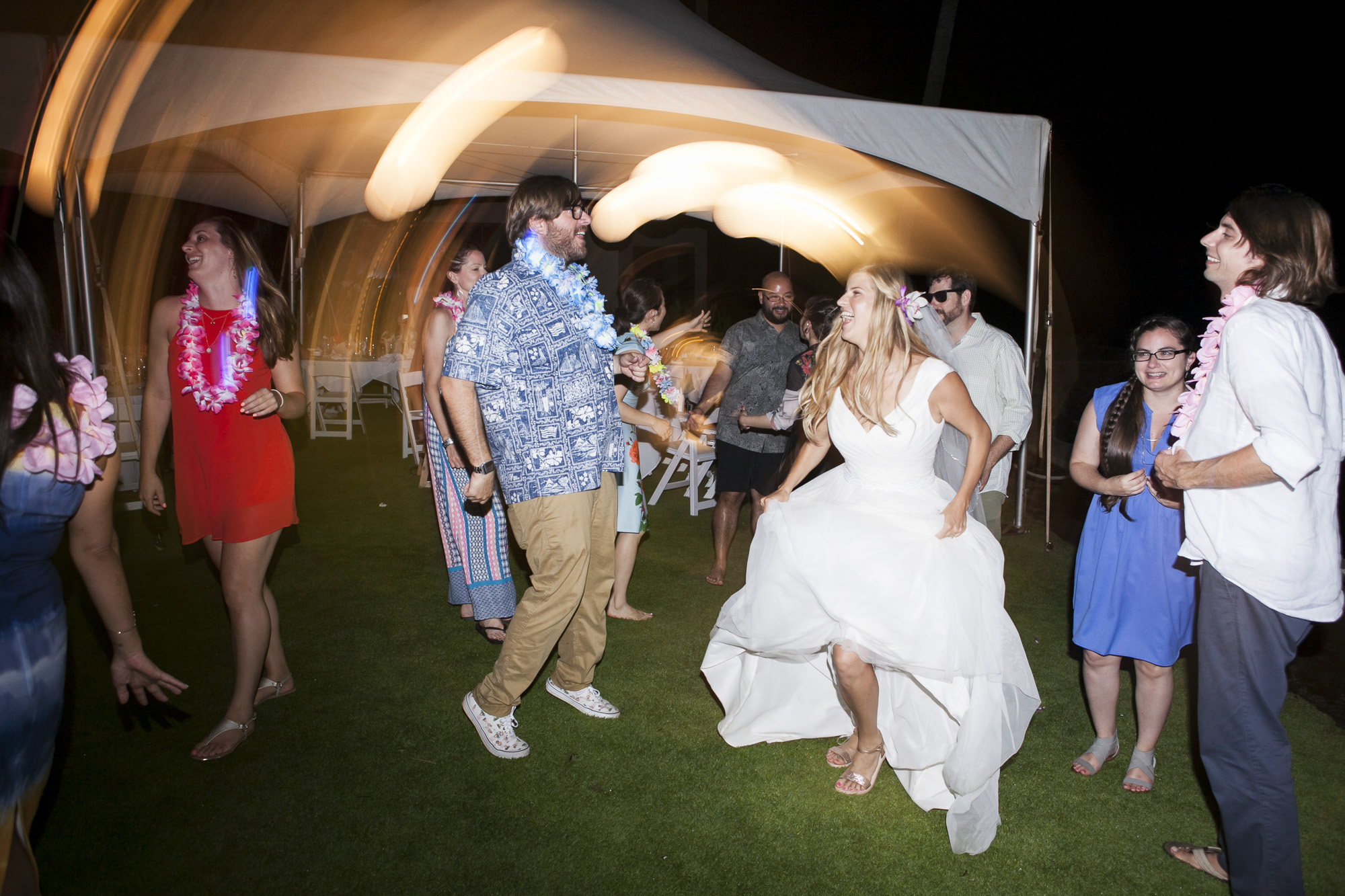 052_Laid_Back_Hawaiian_Beach_Wedding.jpg