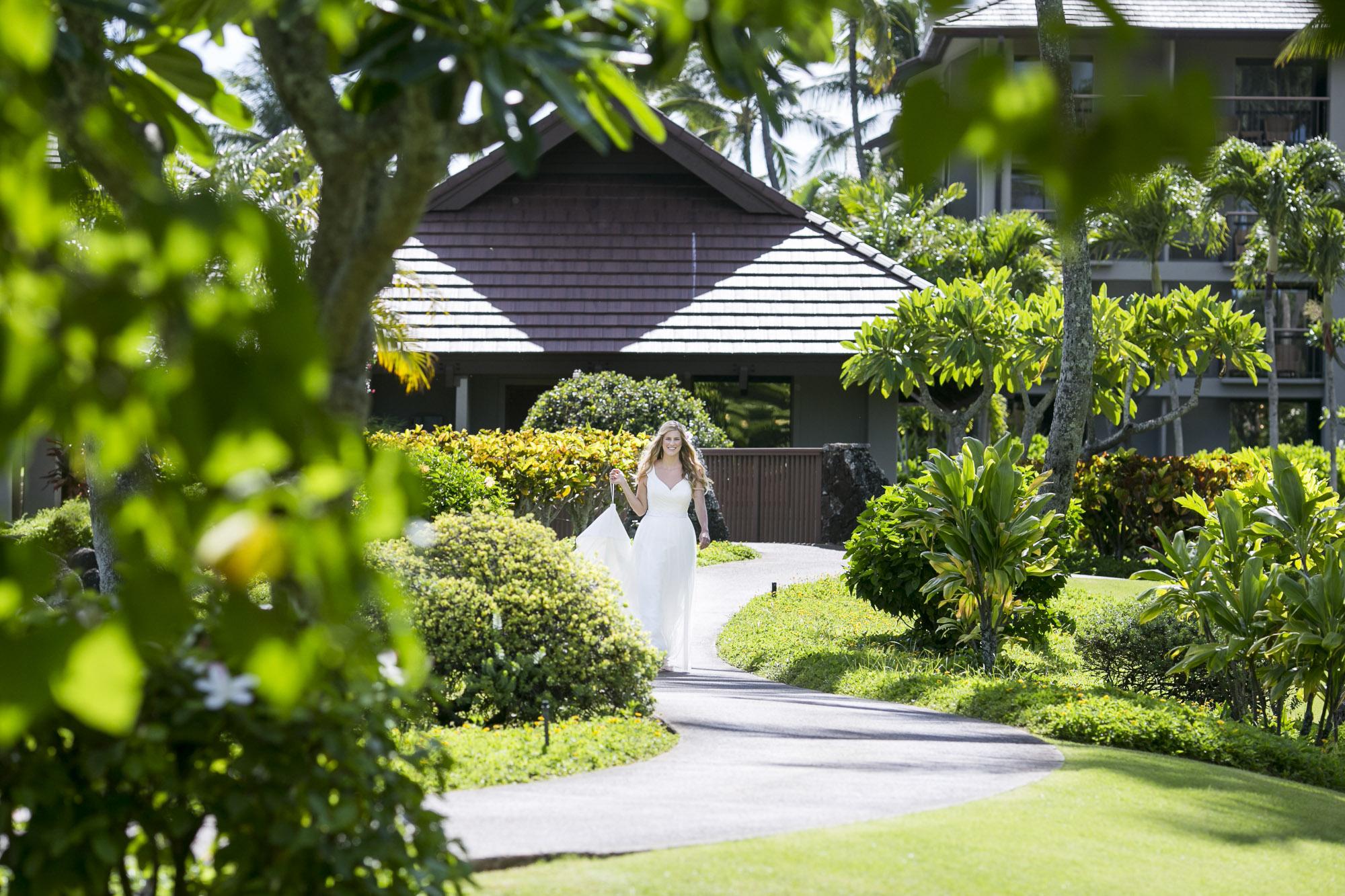 002_Laid_Back_Hawaiian_Beach_Wedding.jpg