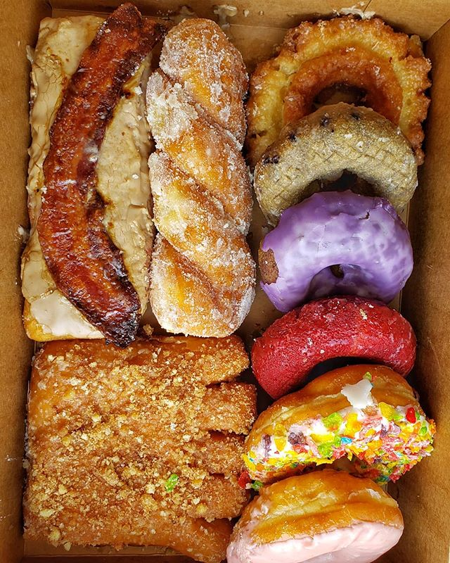 FYI: If you're in Chicago and dont wanna drive the 2 hours to Gurnee to get a box of @gurneedonuts, no worries.  @portagegrounds carries a full menu of them!