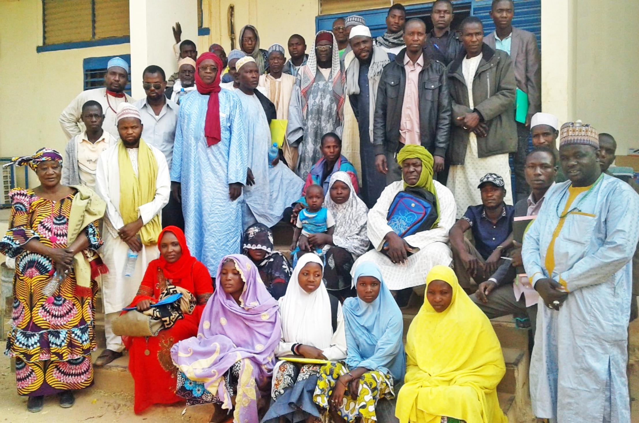Cohorte initiale de recrues participant au lancement pilote de Sarari, avec PSI Niger et local, implémenté par les représentants des associations