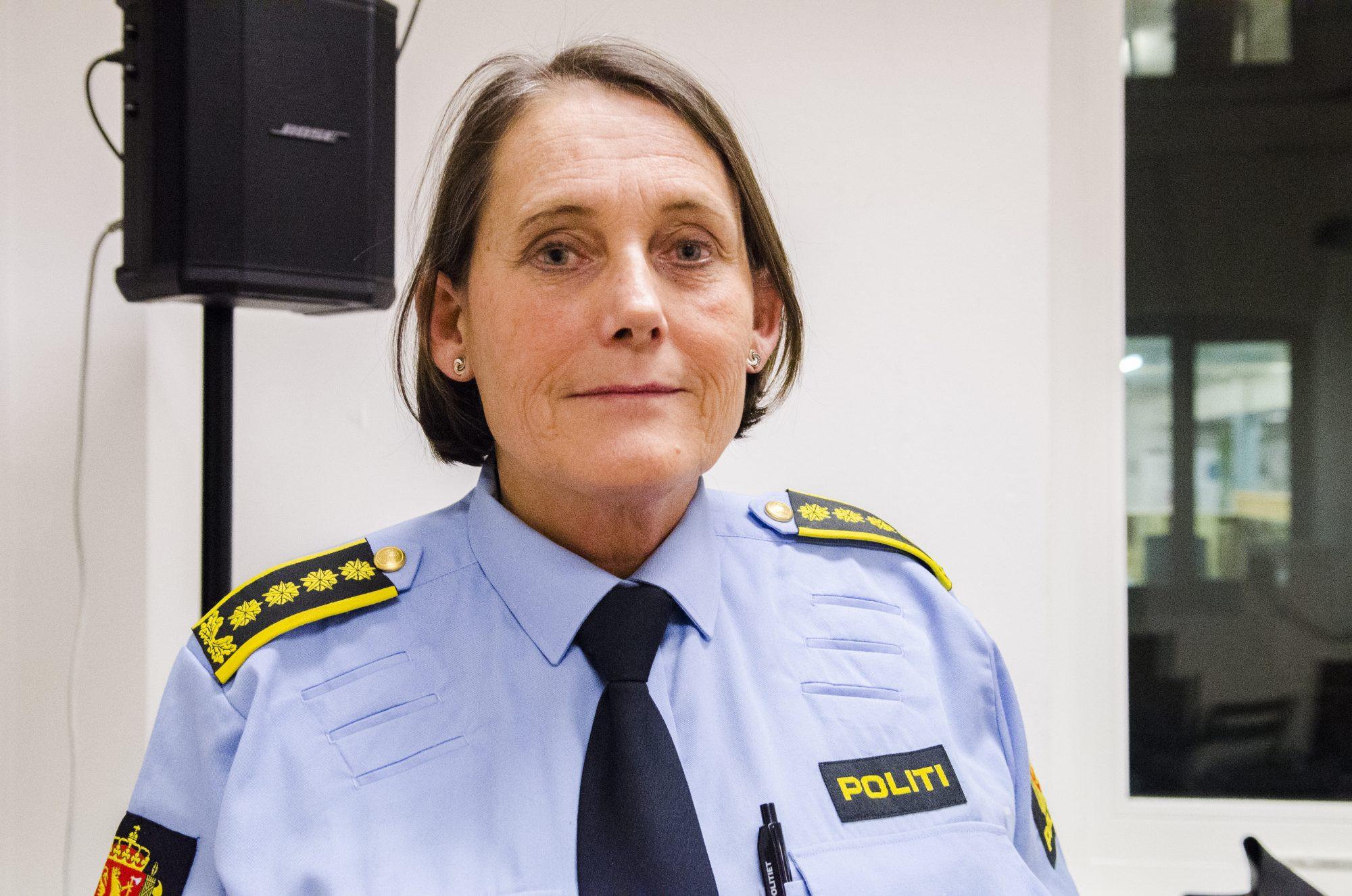 Leiar for førebyggjande eining i Sør-Aust politidistrikt, Nina Karstensen Bjørlo, var i 2005 med å etterforska dei første sakene der nokon vart domfelt for tvangsekteskap. Ho etterlyser forbod òg mot jomfrusjekk.