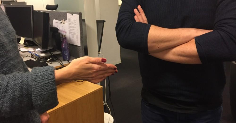 DISKRIMINERING: Å nekte å håndhilse på kvinner, eller å nekte å ta imot ordrer fra kvinnelige ledere, er eksempler på diskriminerende adferd som er helt uakseptabel i norsk arbeidsliv.
